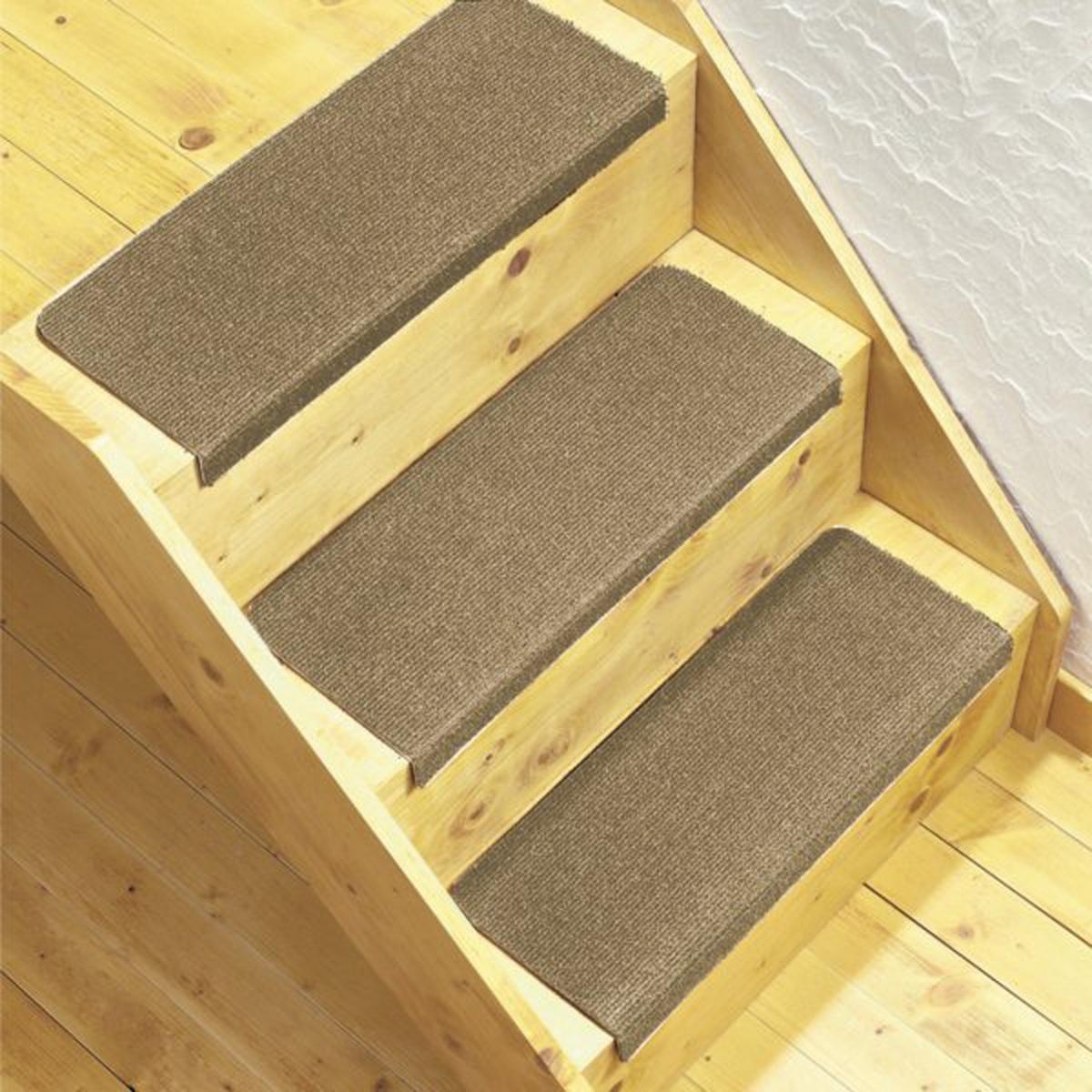 Комплект из 3 ковриков для лестницХарактеристика коврика для лестниц :100% полипропилен.Машинная стирка при 30 °С. Описание коврика для лестниц:Обработка против пятен.Противоскользящее покрытие на латексной основе снизу.Заранее сформированные ступени для быстрой укладки и отличного внешнего вида. Размеры :Ширина. 26 x Длина. 59 см.Качество VALEUR S?RE за износостойкость.<br><br>Цвет: бежевый экрю,светлый каштан