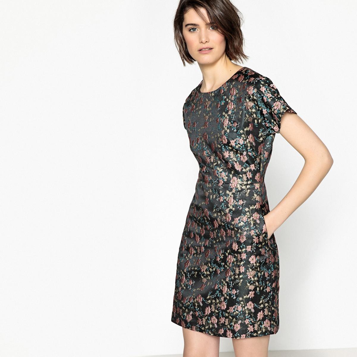 Obcisła żakardowa sukienka w kwiaty