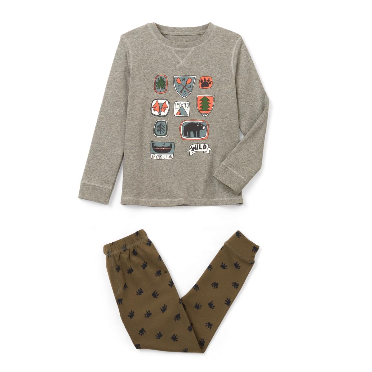 Пижама с принтом бейджи 2-12 летПижама состоит из футболки с длинными рукавами с рисунком бейджи спереди . Брюки с принтом паста на эластичном поясе . Ложная планка застежки на молнию. Низ брючин связан в рубчик.Состав и описание :    Материал       Джерси 85% хлопка, 15% вискозы   Уход: - Машинная стирка при 30°C с вещами схожих цветов. Стирать и гладить с изнанки . Машинная сушка в умеренном режиме. Гладить на низкой температуре.<br><br>Цвет: серый/ хаки<br>Размер: 12 лет -150 см.8 лет - 126 см.5 лет - 108 см.4 года - 102 см