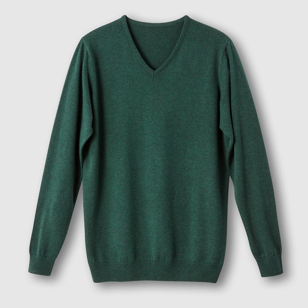 Пуловер с V-образным вырезомПуловер с V-образным вырезом. Длинные рукава. Края рукавов и низа связаны в рубчик. Пуловер с V-образным вырезом из трикотажа мелкой вязки, 100% хлопка. - длина спереди : 73 см для размера 50/52 и 81 см для размера 82/84.- длина рукавов : 64,5 см.<br><br>Цвет: зеленый,темно-синий,черный<br>Размер: 62/64.78/80.54/56.62/64.50/52.58/60.50/52.58/60.62/64.66/68.70/72.74/76.78/80.70/72