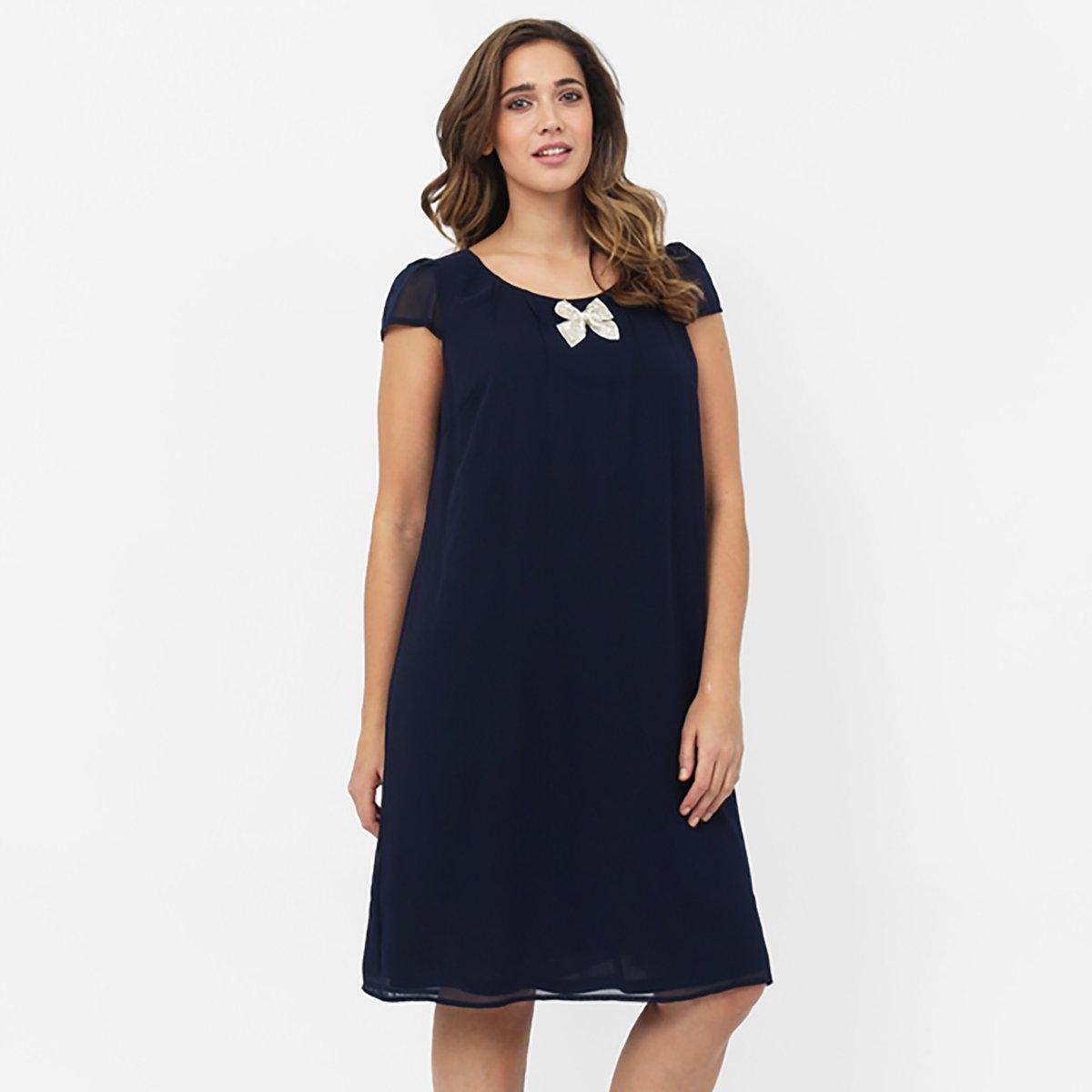 ПлатьеПлатье с короткими рукавами KOKO BY KOKO. Круглый вырез. Небольшой бант на вырезе . Длина до колена. Объемный покрой. Длина ок. 100 см . 100% полиэстера.<br><br>Цвет: синий морской<br>Размер: 58/60 (FR) - 64/66 (RUS)