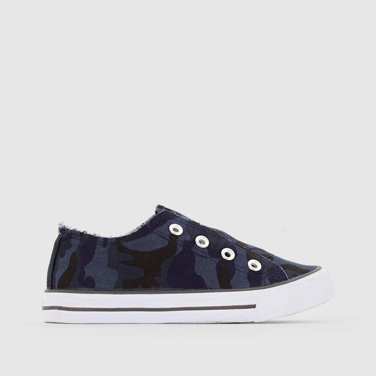 Кеды низкие с камуфляжным принтомОтличный камуфляжный рисунок и стильный джинсовый эффект : большего и не надо, быстрее наденьте эти стильные кеды и отправляйтесь на встречу приключениям ! Мы советуем заказывать модель на размер больше вашего обычного размера.<br><br>Цвет: синий + черный + серый