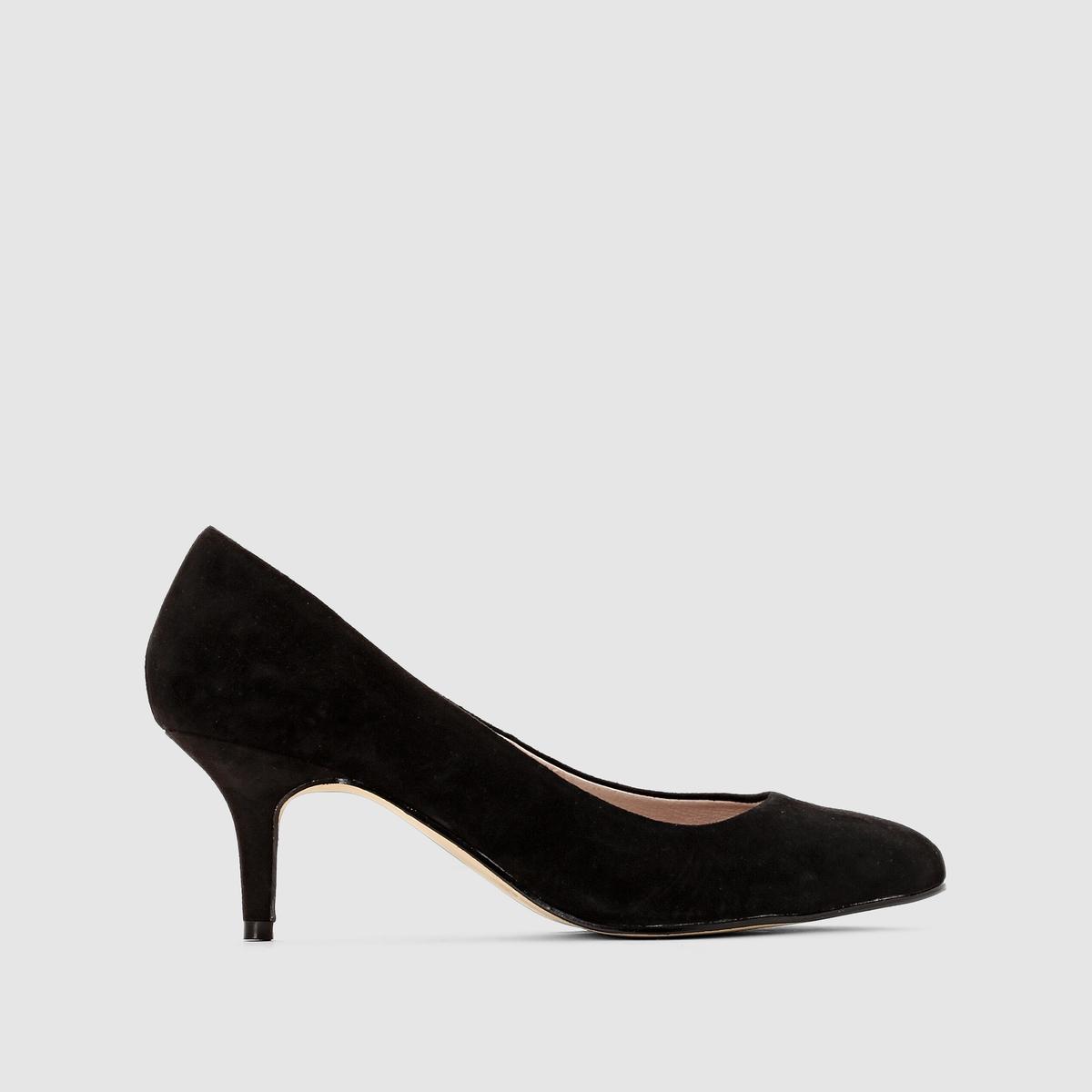 Туфли кожаныеТуфли кожаные                                  Верх: яловичная кожа Подкладка: кожаСтелька: кожаПодошва: эластомерВысота каблука: 6,5 смЗастежка: без застежкиПреимущества: яркая или черная расцветка, стелька золотистого цвета, качественные и комфортные туфли. Слегка закругленный носок, плотно прилегающие.<br><br>Цвет: черный<br>Размер: 39