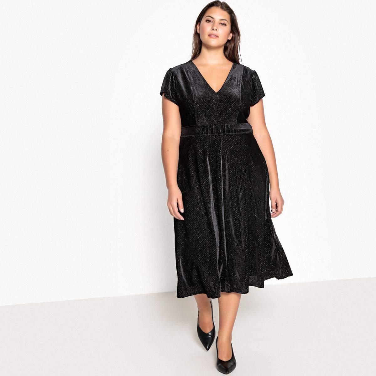 купить Платье длинное расклешенное с короткими рукавами из велюра по цене 4249 рублей