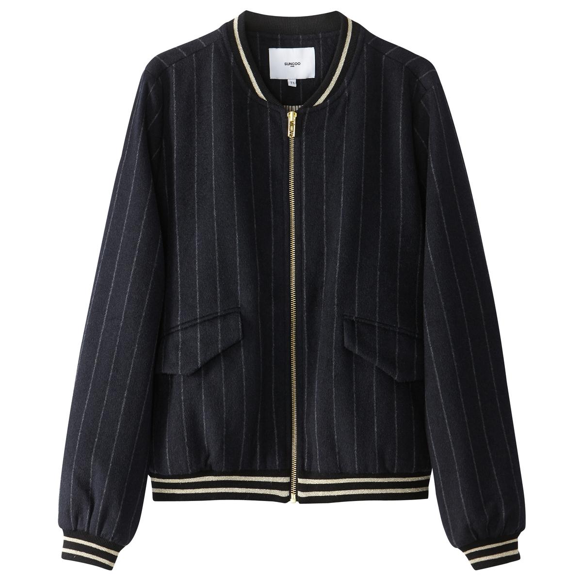 Куртка-бомбер на молнии 50% шерстиВы не устоите перед этой курткой-бомбер SUNCOO из смесовой шерсти . Роскошный и стильный принт в полоску . Круглый вырез, низ и манжеты в полоску . Карманы с клапанамиДетали •  Длина : укороченная   •  Круглый вырез •  Застежка на молниюСостав и уход •  50% шерсти, 50% полиэстера •  Подкладка : 90% хлопка, 10% эластана •  Следуйте рекомендациям по уходу, указанным на этикетке изделия<br><br>Цвет: в полоску темно-синий/белый<br>Размер: L.M