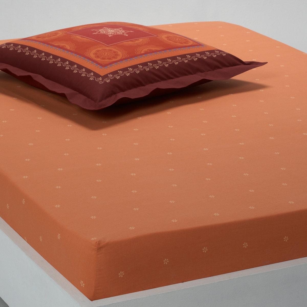 Натяжная простыня АгадирМелкий рисунок на фоне цвета охры. 100% хлопка. Стирка при 60°. Качество Valeur S?re за ткань с плотным переплетением нитей (57 нитей/см?).<br><br>Цвет: охра
