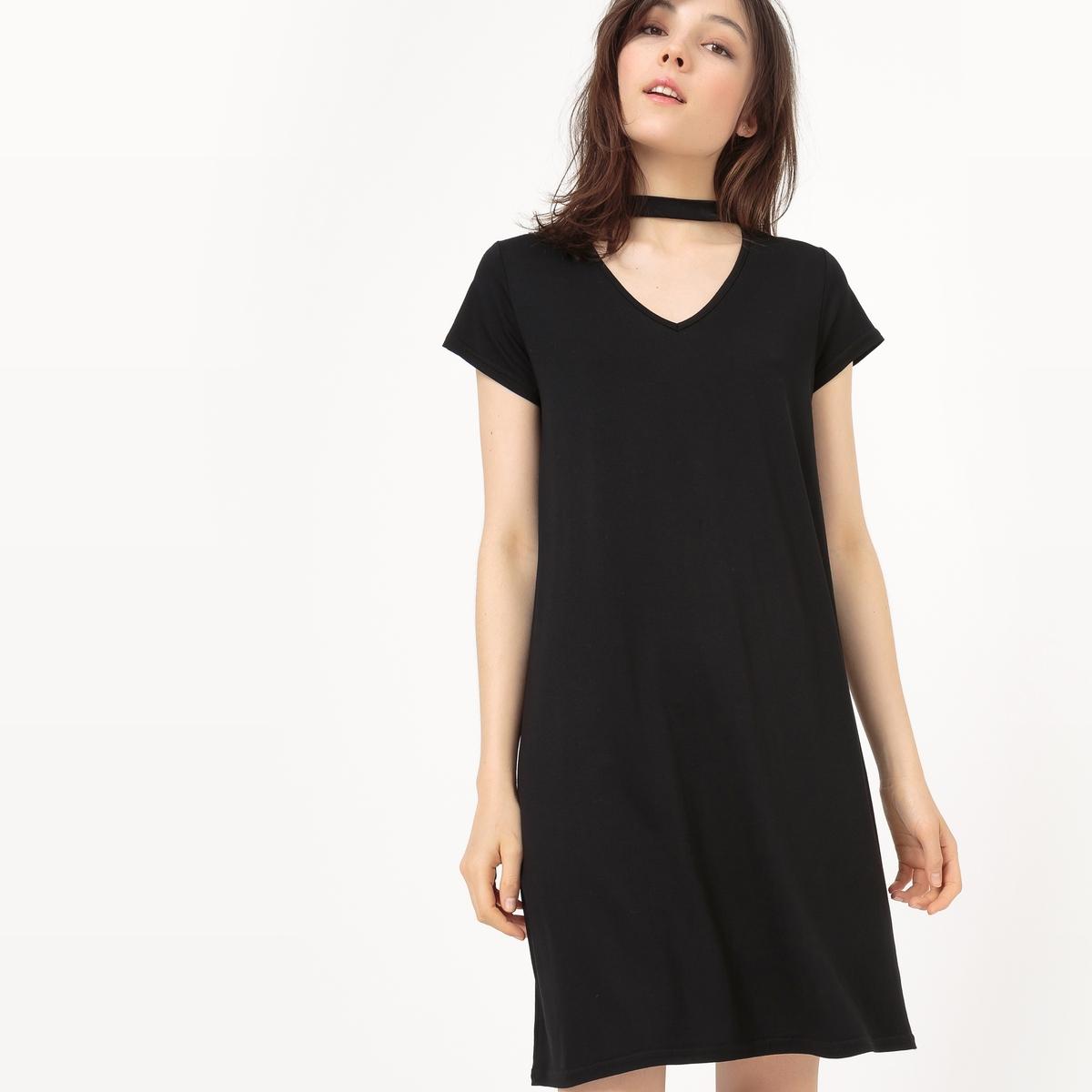 Платье расклешенное, отделка краев выреза тесьмой