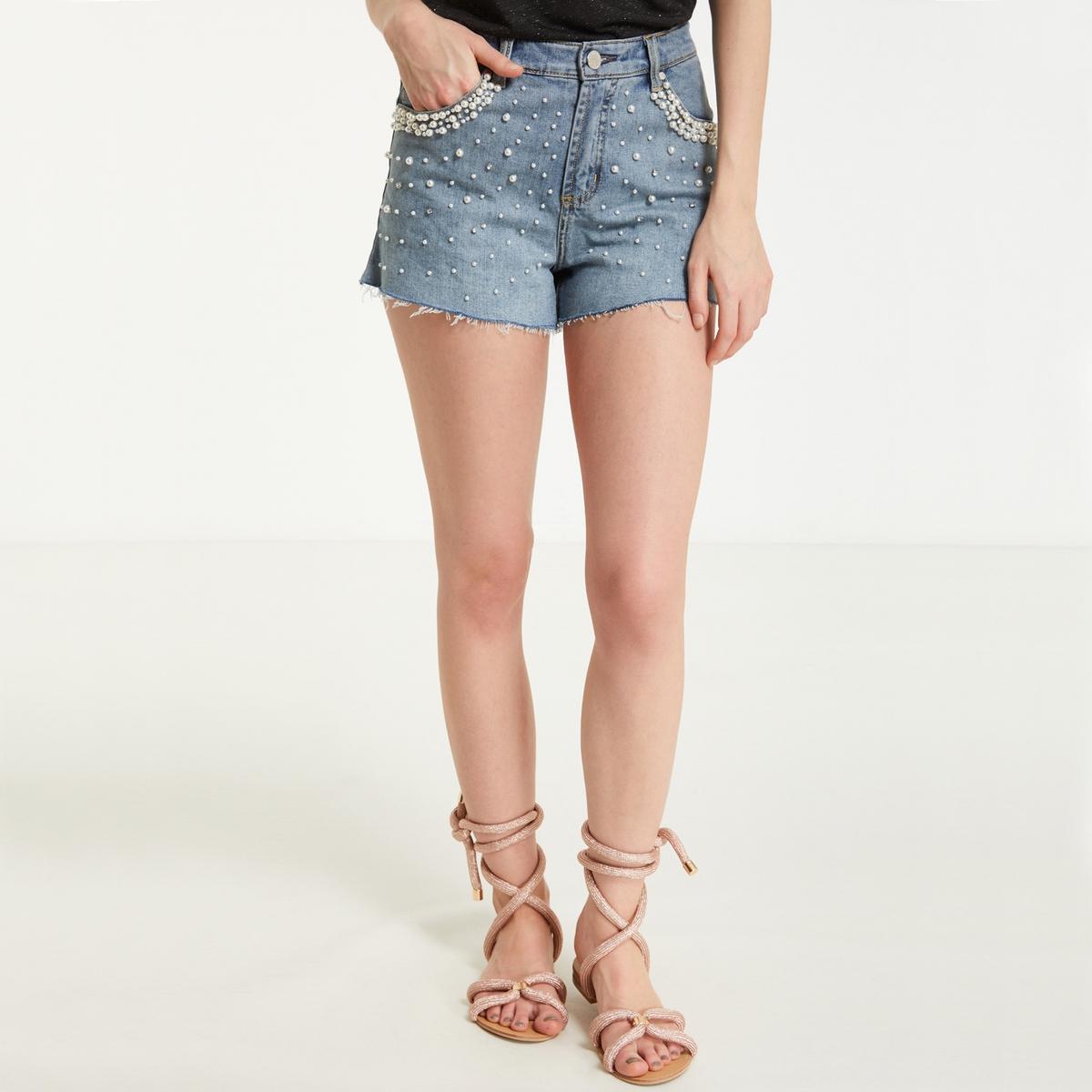 Шорты из стиранной джинсы с потёртостями и оригинальными бусинами