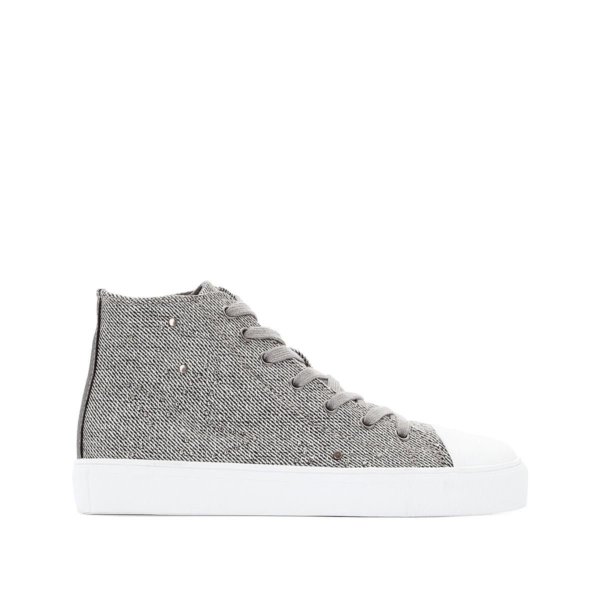 Zapatillas de caña alta con detalles de tachuelas