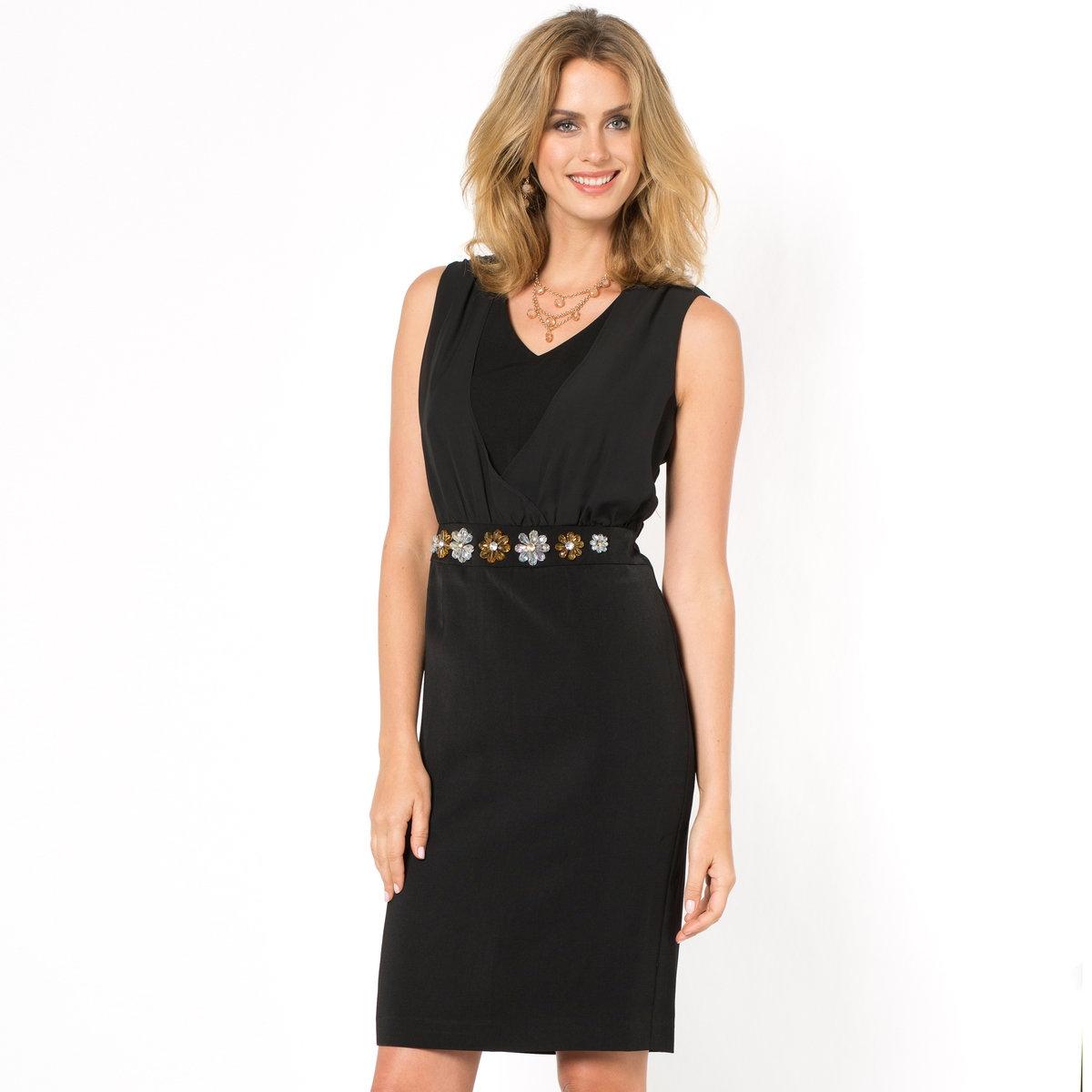 Платье из крепаПлатье без рукавов. Элегантное и изысканное платье с драпировкой из креп-жоржета спереди. Украшенный бусинами пояс. Отрезные детали спереди и сзади. Маленькая шлица сзади. Подкладка из полиэстера. Длина. 95 см. Креп, 100% полиэстера.<br><br>Цвет: черный<br>Размер: 42 (FR) - 48 (RUS)