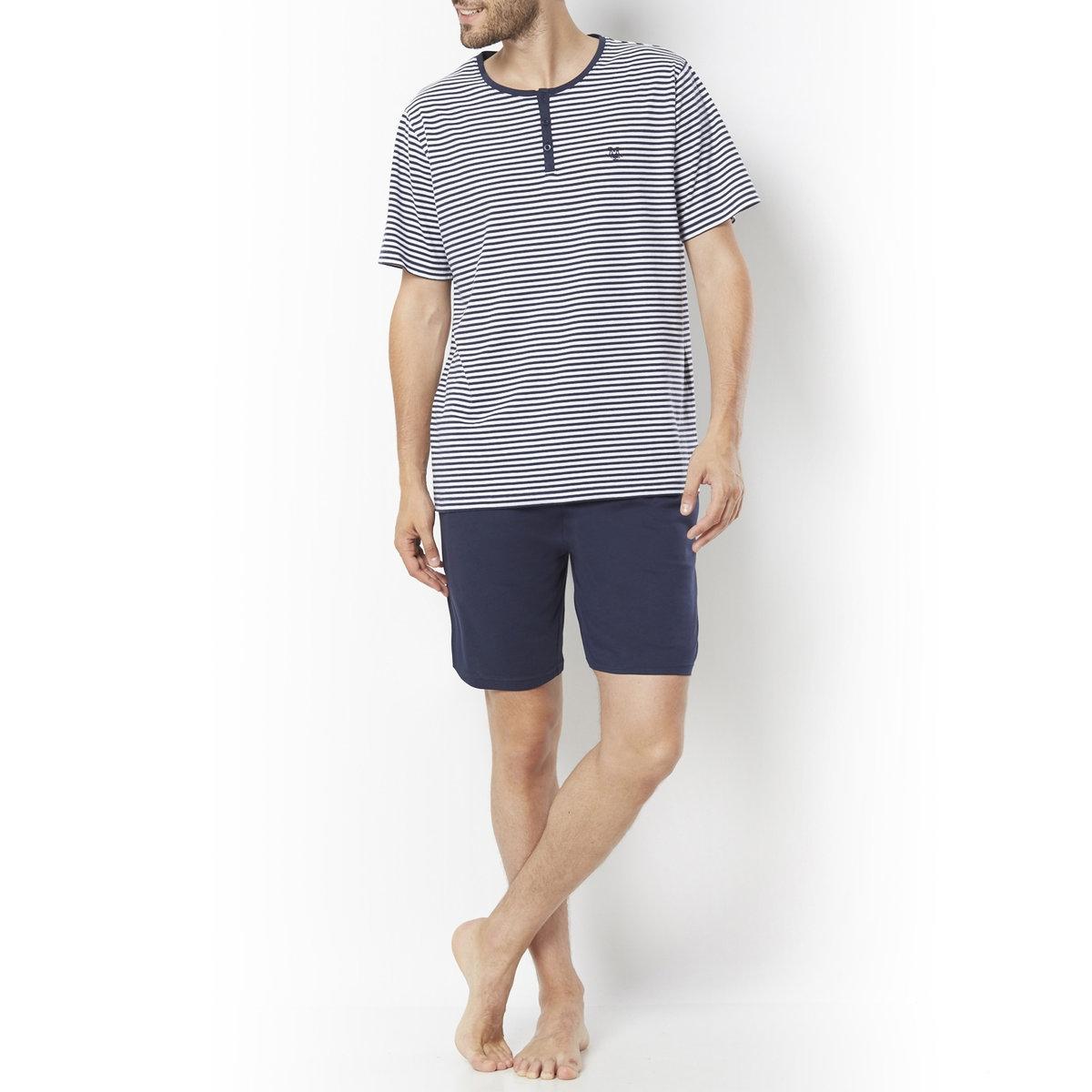 Пижама с шортамиДжерси, 100% хлопка. Футболка в полоску. Короткие рукава. Вырез с планкой застежки на 3 пуговицы. Вышивка на груди. Шорты с эластичным поясом.  2 кармана по бокам.<br><br>Цвет: в полоску синий + белый