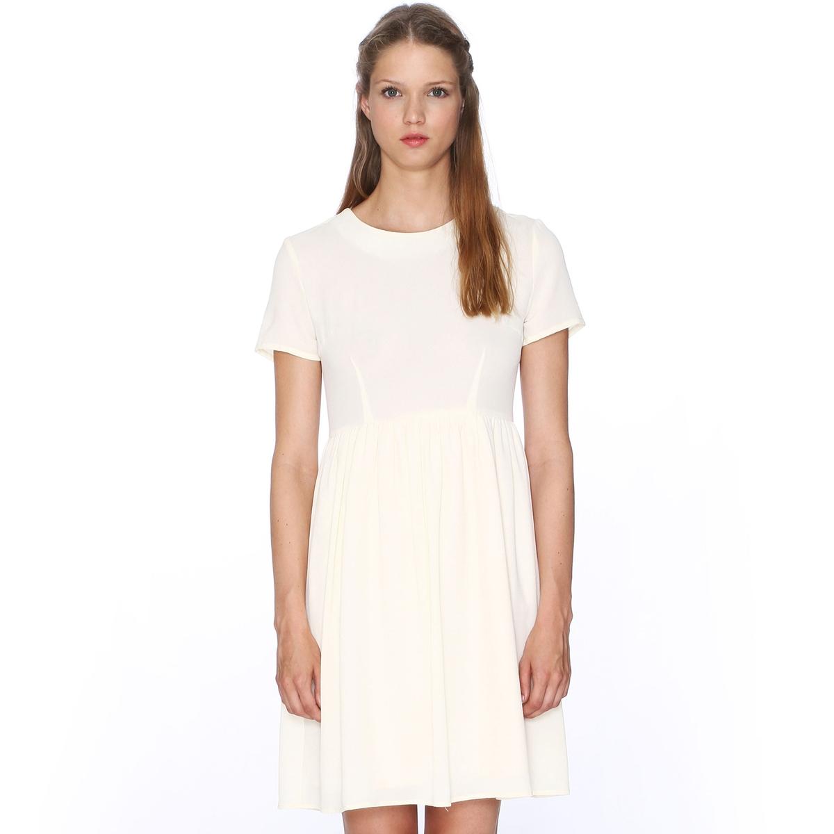Платье с короткими рукавами расклешенного покроя PEPALOVES, Dress CruzПлатье с короткими рукавами Dress Cruz от PEPALOVES. Присборено на талии и с расклешенным низом. Круглый вырез. Молния сзади.Состав и описание :Материал : 96% полиэстера, 4% эластанаМарка : PEPALOVES<br><br>Цвет: кремовый<br>Размер: S.M