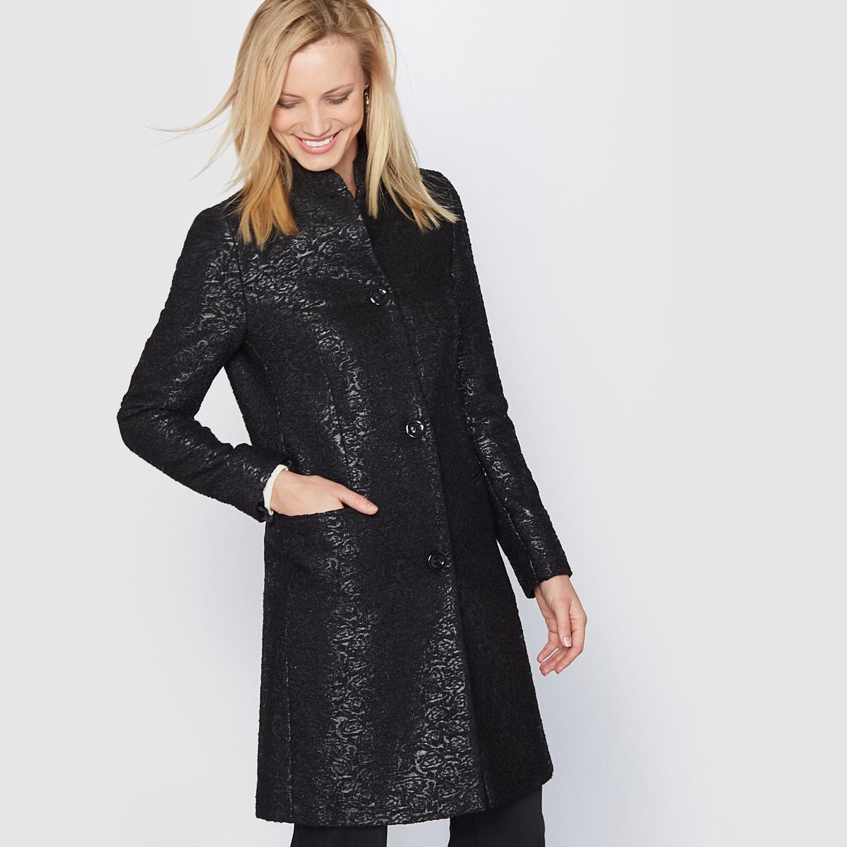 Пальто прямое жаккардовоеПрямое жаккардовое пальто. Красивая жаккардовая вязка. Небольшой воротник-стойка. Красивый прямой покрой. Швы спереди и сзади. Застёжка спереди на 3 пуговицы. 2 передних кармана.                   Состав и описание:          Материал: жаккардовая ткань  44% полиамида, 36% акрила,  20% хлопка.           Подкладка:  100% полиэстер.         Длина: 90 см.          Марка: Anne  Weyburn.               Уход:         - Сухая чистка.         - Гладить при низкой температуре.<br><br>Цвет: черный<br>Размер: 42 (FR) - 48 (RUS)