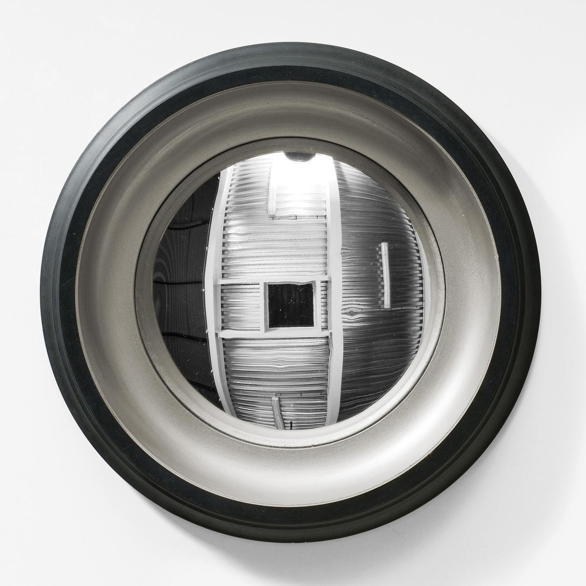 Зеркало Samantha, диаметр 43 смЗеркало с выпуклым алюминиевым стеклом наделит Вас магической силой...- Рамка из МДФ, покрытие краской черного и золотистого цветов.- Выпуклое алюминиевое стекло.- Крепление на стену с помощью врезанного металлического люверса.Размеры : диаметр 43 см.<br><br>Цвет: черный/ золотистый,черный/ серебристый