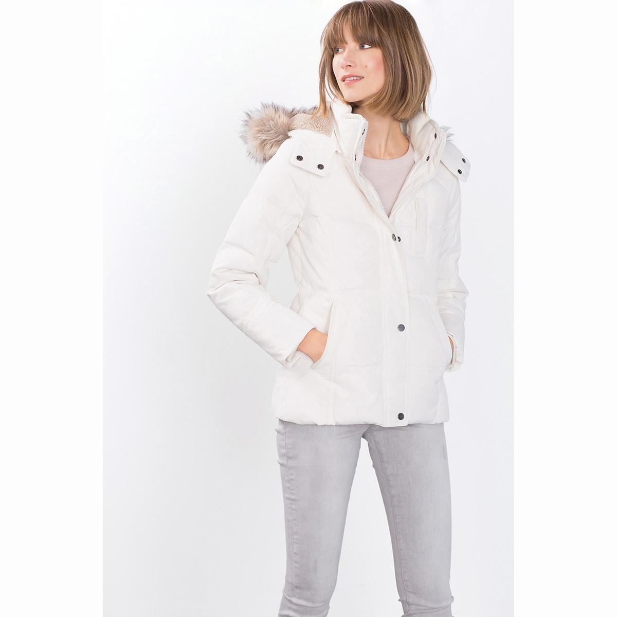 Пальто короткое с капюшономСостав и описание:Марка: ESPRIT.Материал:  72% полиамида, 28% хлопка.Уход:Рекомендована только сухая чистка.<br><br>Цвет: белый<br>Размер: 44 (FR) - 50 (RUS)