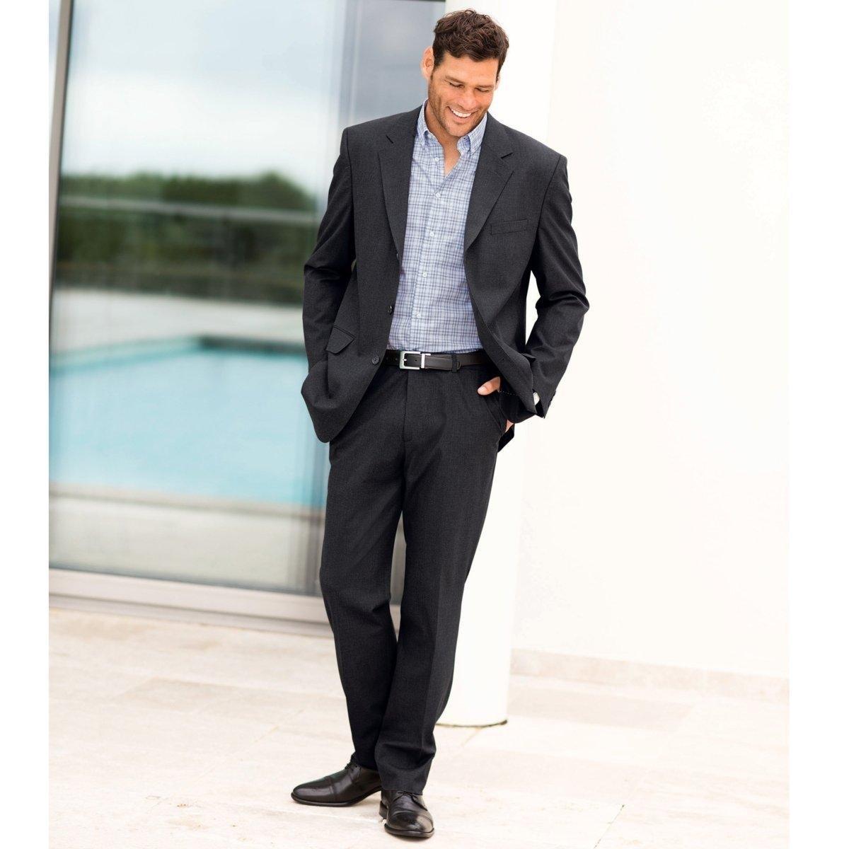 Брюки от костюма без защипов из ткани стретч, длина.1Брюки от костюма без защипов, длина 1. Высококачественная эластичная ткань, 62% полиэстера, 33% вискозы, 5% эластана. Подкладка 100% полиэстер. Длина 1 : при росте до 187 см.Можно носить как в сочетании с пиджаком, так и отдельно. Полнота пояса регулируется и подстраивается под любую морфологию. Застежка на молнию, пуговицу и крючок. 2 косых кармана. 1 прорезной карман с пуговицей сзади. Необработанный низ.Длина 1 : при росте до 187 см.- Длина по внутр.шву : 84,8-87,8 см, в зависимости от размера. - Ширина по низу : 21,4-27,4 см, в зависимости от размера. Есть также модель длины 2: при росте от 187 см. Есть также модель с защипами.<br><br>Цвет: антрацит,темно-синий,черный<br>Размер: 44 (FR) - 50 (RUS).50 (FR) - 56 (RUS).54.56.58.66.44 (FR) - 50 (RUS).48 (FR) - 54 (RUS).50 (FR) - 56 (RUS).52 (FR) - 58 (RUS).68