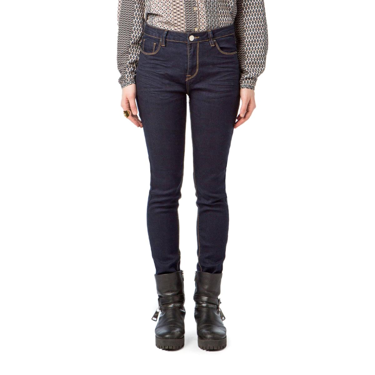 Узкие джинсыДетали •  Узкие •  Стандартная талия Состав и уход •  73% хлопка, 2% эластана, 25% полиэстера •  Следуйте советам по уходу, указанным на этикетке<br><br>Цвет: темно-синий