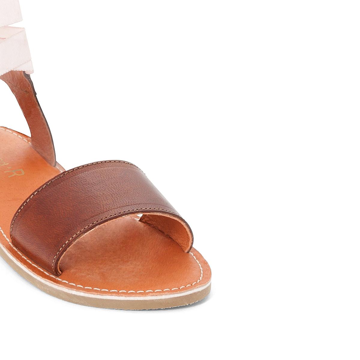 Босоножки кожаныеОписание:Детали  •  Плоский каблук •  Застежка : шнуровка •  Открытый мысокСостав и уход  •  Верх 100% кожа<br><br>Цвет: серо-бежевый<br>Размер: 35.31.27.36