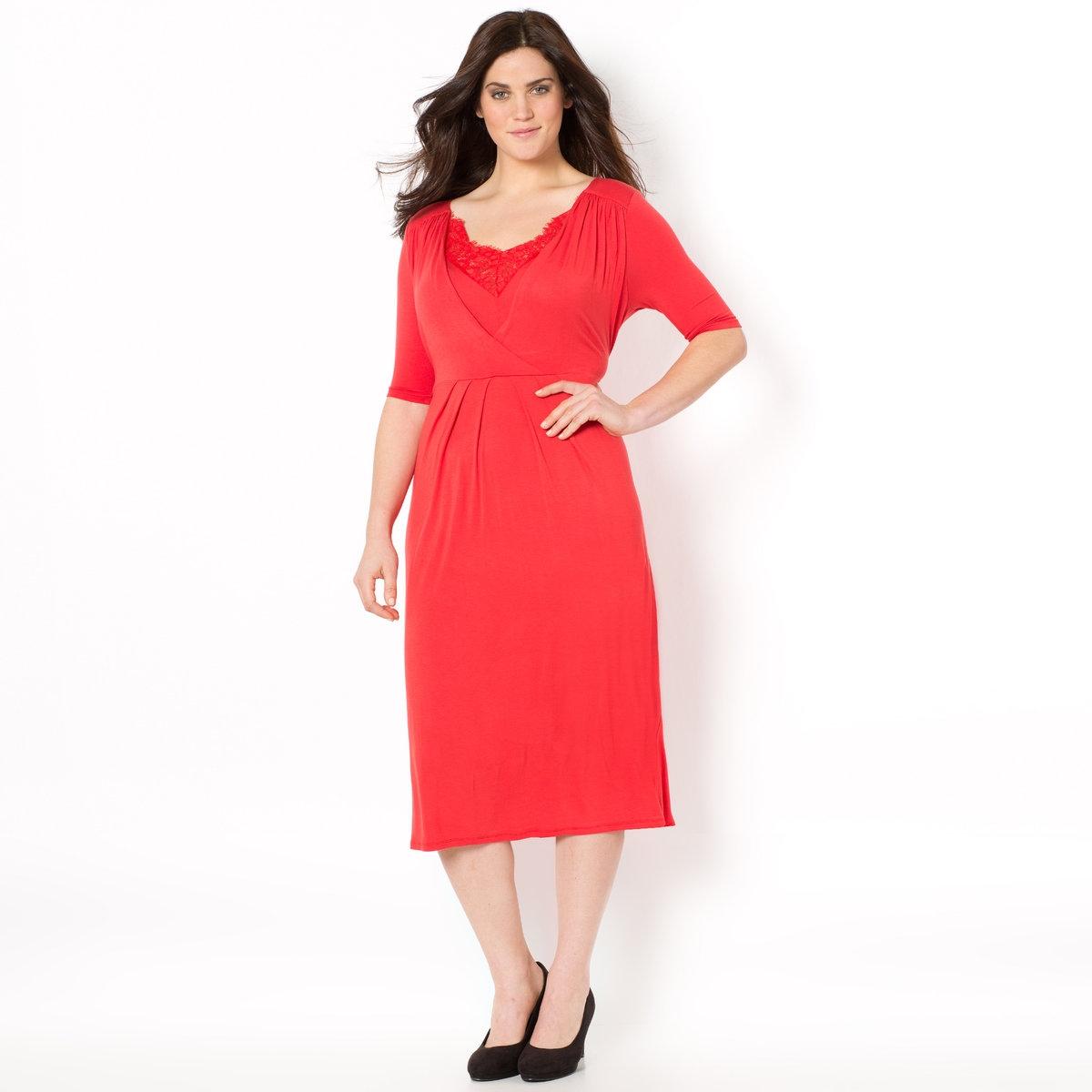 Платье с запахомТрикотажное платье с запахом.Расклешенный покрой. V-образный вырез с контрастным кружевом. Отрезное под грудью. Рукава до локтей. Трикотаж джерси, 95% вискозы, 5% эластана. Длина 100 см.<br><br>Цвет: красный<br>Размер: 42 (FR) - 48 (RUS)
