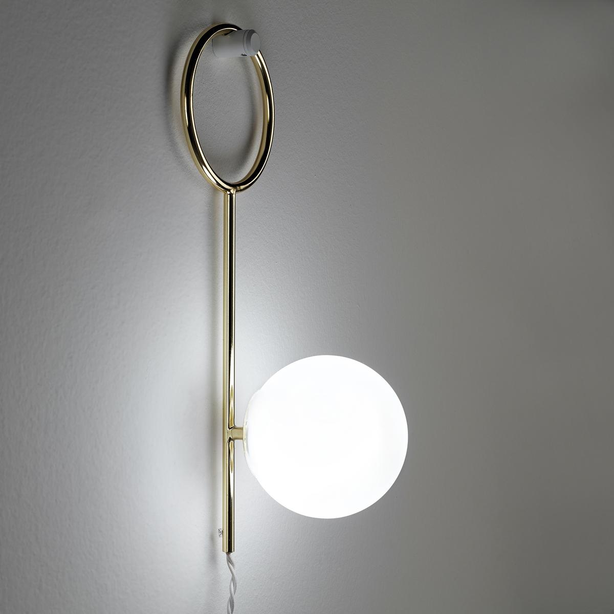 Бра ArellanoБра Arellano. Красивый рассеянный свет благодаря колпаку из опалового стекла…Характеристики : - Колпак из опалового стекла- Каркас из металла с покрытием латунью с эффектом старения- Плетеный электропровод, длина 1,95 м- Патрон G9 для флуоресцентной лампы макс. 18 Вт (продается отдельно)- Совместим с лампами класса энергопотребления CРазмеры : - Колпак ?12 см- Ш.16,5 x В.40,5 x Г.13 см<br><br>Цвет: опаловый белый