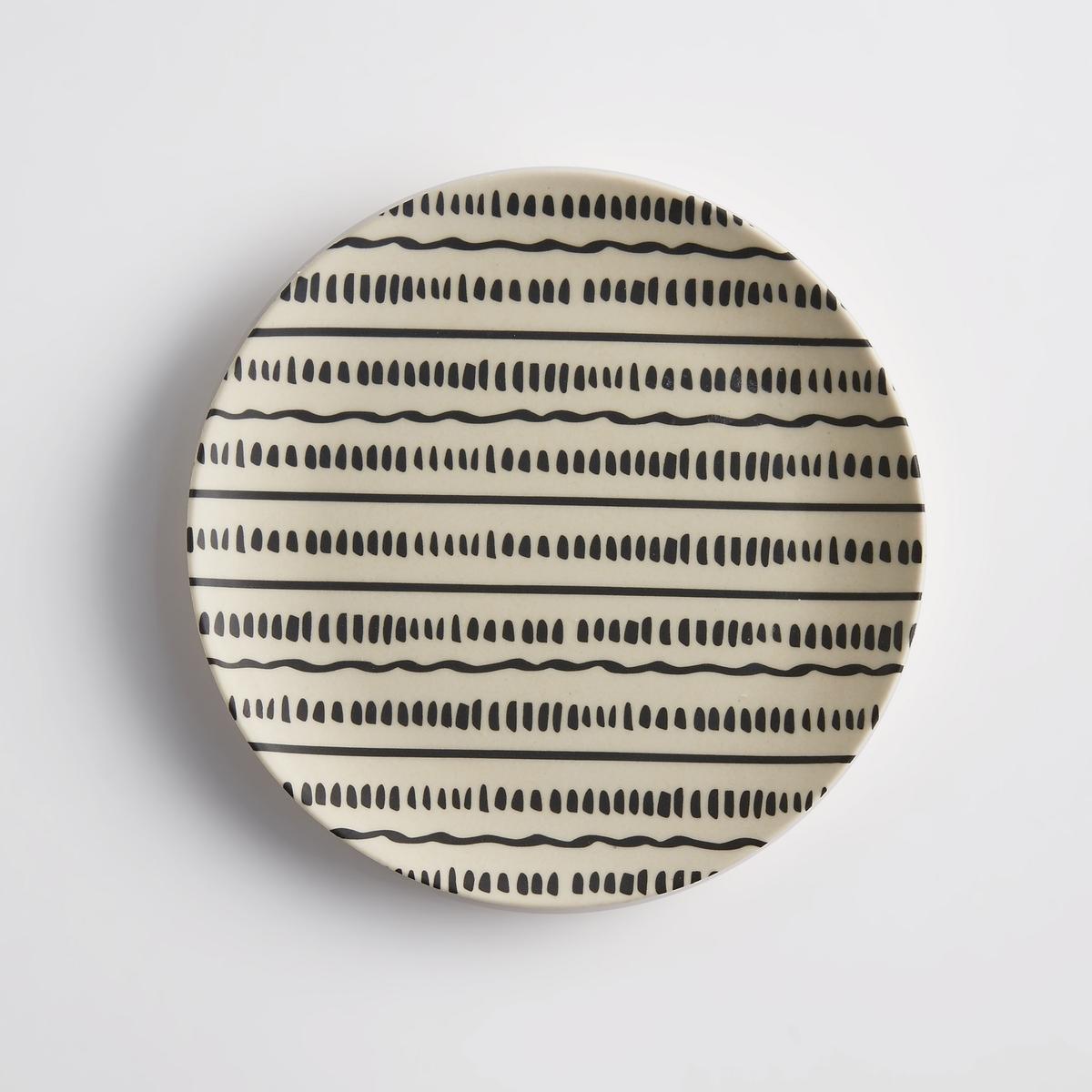 Комплект из 4 десертных тарелок из бамбука BamboskaЭкзотический материал, графичный этнический стиль : десертные тарелки Bamboska в любых обстоятельствах станут полезным и декоративным предметом.Характеристики 4 десертных тарелок из бамбука Bamboska :Бамбук с рисунком, 2 разных узора.Не подходят для мытья в посудомоечной машине и использования в микроволновой печиРазмеры 4 десертных тарелок из бамбука Bamboska :диаметр 20 см.Другие модели комплекта и другие коллекции предметов декора стола вы можете найти на сайте laredoute.<br><br>Цвет: набивной рисунок