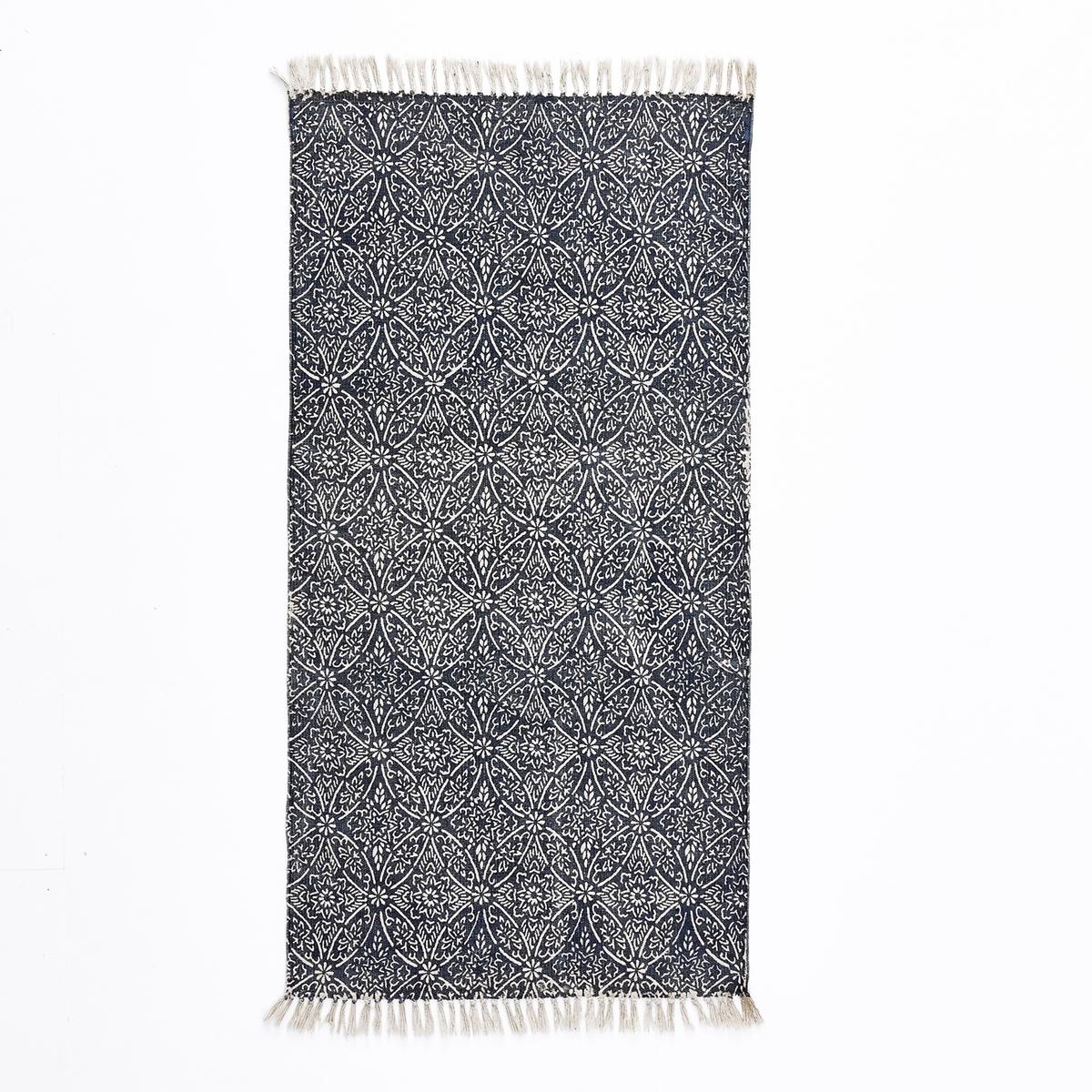 Дорожка ковровая из хлопка с рисунком, DarnoХарактеристики ковровой дорожки из хлопка с рисунком Darno :100% хлопок.Отделка бахромой. Другие модели ковров вы можете найти на сайте laredoute.ru.Размеры ковровой дорожки из хлопка с рисунком Darno :70 x 140 см<br><br>Цвет: синий/экрю