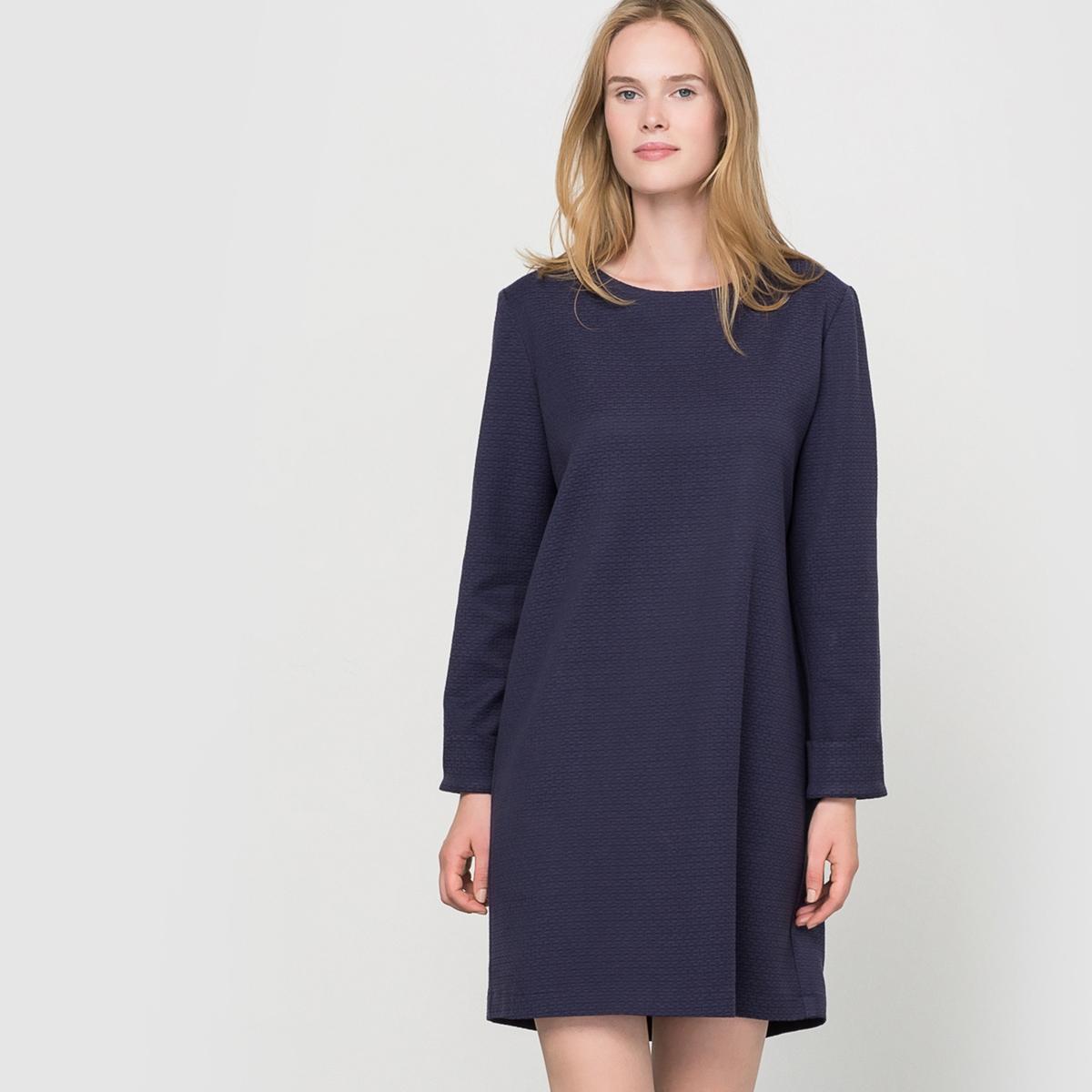 Платье-футляр с текстурным узором, сделано во Франции