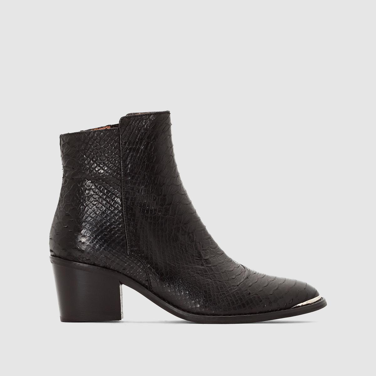 Ботильоны под крокодиловую кожу Dowly кожаныеПодкладка : Кожа.   Стелька : Кожа.   Подошва : Эластомер   Высота голенища   : 13 см   Высота каблука : 5 см   Форма каблука : широкий   Мысок : Закругленный   Застежка : Застежка на молнию<br><br>Цвет: черный/рептилия<br>Размер: 36.39