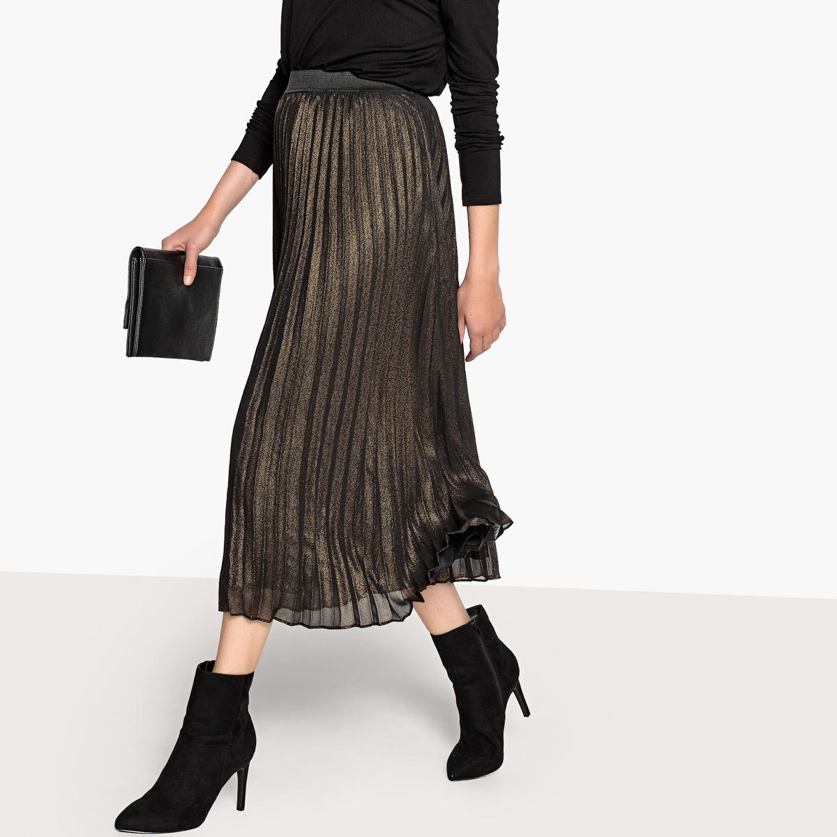 Falda larga plisada, con tejido irisado