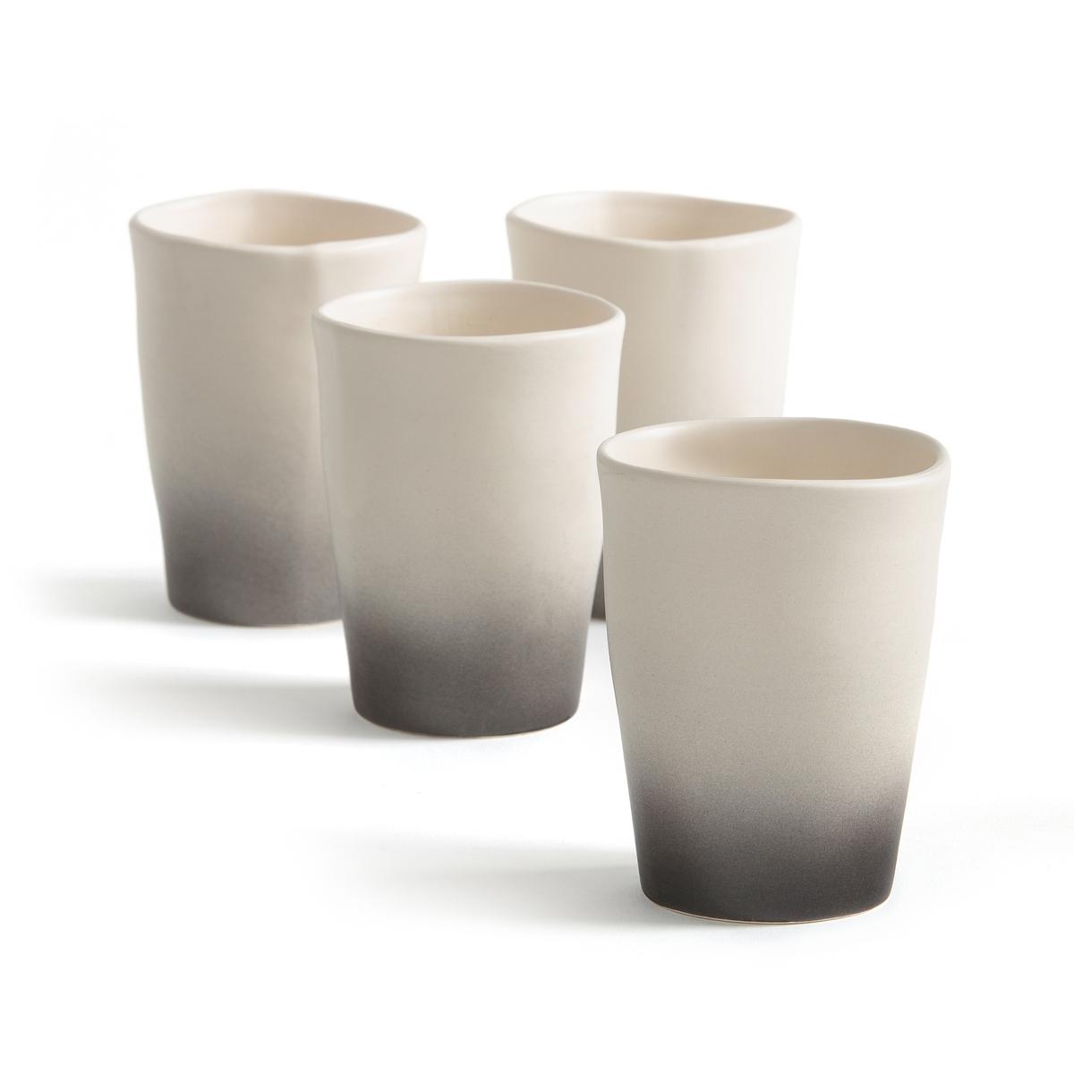Чашка чайная из фаянса Asaka By V. Barkowski (x4)4 чайные чашки Asaka. Творение Валери Барковски эксклюзивно для AM .PM коллекция предметов для стола, созданная под вдохновением от ее путешествий в Индию или Марокко, с оригинальными рисунками и формами, из натуральных материалов и текстуры ткани без отделки.Аутентичность и вечность - вот ее ключевые слова, в которые в полной мере вписываются ее творения, находящиеся за пределами модных веяний, соединяющих простоту, оригинальность и ручное производство  .Без ручки для большей легкости и эмалированный фаянс с оригинальной отделкой :  верх белого цвета и гладкий, низ - черного цвета и слегка шероховатый  . Характеристики : - Из эмалированного фаянса - Можно использовать в микроволновой печи и мыть в посудомоечной машине. - Вместимость 250 мл .Размеры : - ?8,5 x H11 см<br><br>Цвет: черный/ белый<br>Размер: единый размер