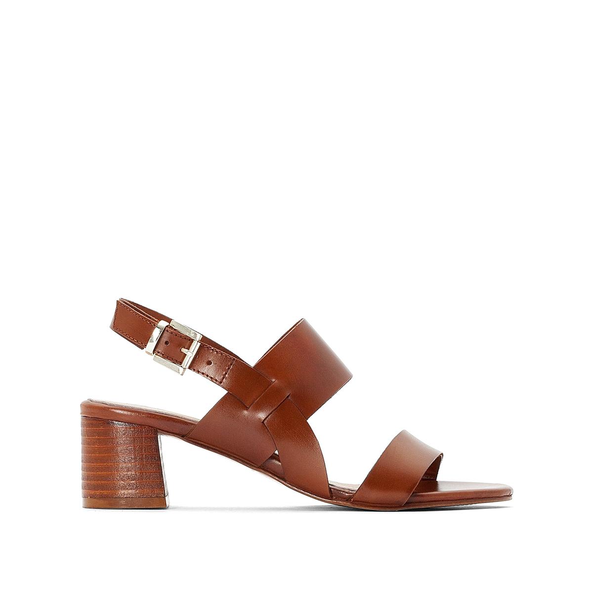 Sandalis de piel con tacón medio