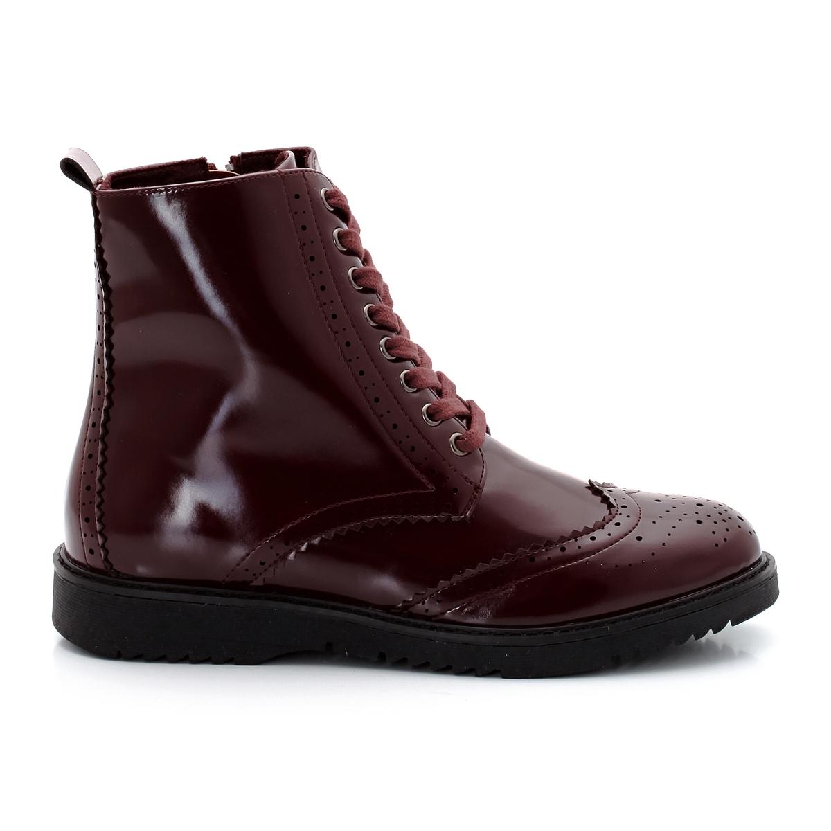 Ботильоны лакированные на шнуровкеДетали   •  Высота голенища : 13 см для размера 37 •  Высота каблука : 0 см •  Застежка : шнуровка •  Круглый мысок •  ЛакированныеСостав и уход   •  Верх 100% синтетический материал •  Подкладка 100% полиэстер •  Стелька 100% синтетический материал •  Подошва 100% эластомер<br><br>Цвет: черный<br>Размер: 37.38