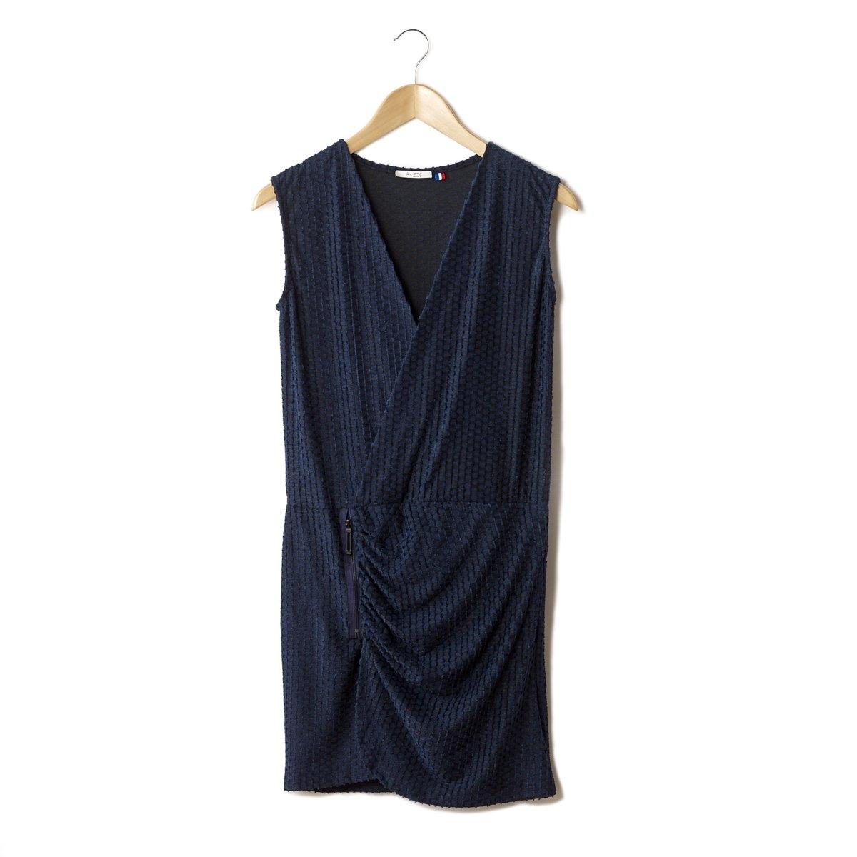 ПлатьеПлатье BY ZOE - 55% вискозы, 29% полиамида, 16% эластана. Эффект запаха. Собрано на поясе. Без рукавов. Слегка закругленный низ и эффект запаха. Длина ок. 88 см.<br><br>Цвет: синий<br>Размер: 36 (FR) - 42 (RUS)