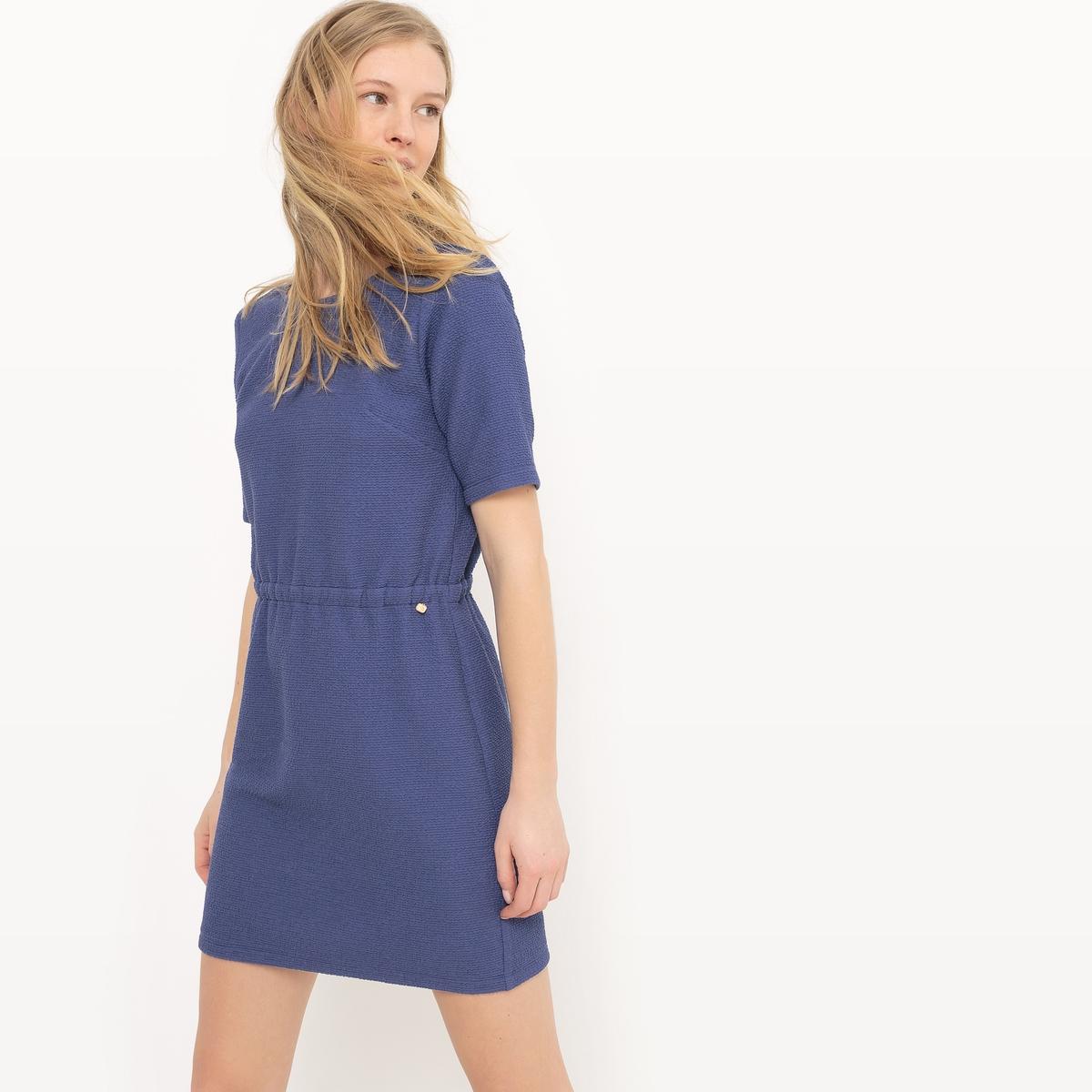 Платье короткое, с короткими рукавами, однотонноеДетали  •  Форма :прямая •  Укороченная модель •  Короткие рукава    •  Круглый вырез •  Эластичный поясСостав и уход •  30% хлопка, 5% эластана, 65% полиэстера •  Следуйте советам по уходу, указанным на этикетке<br><br>Цвет: синий