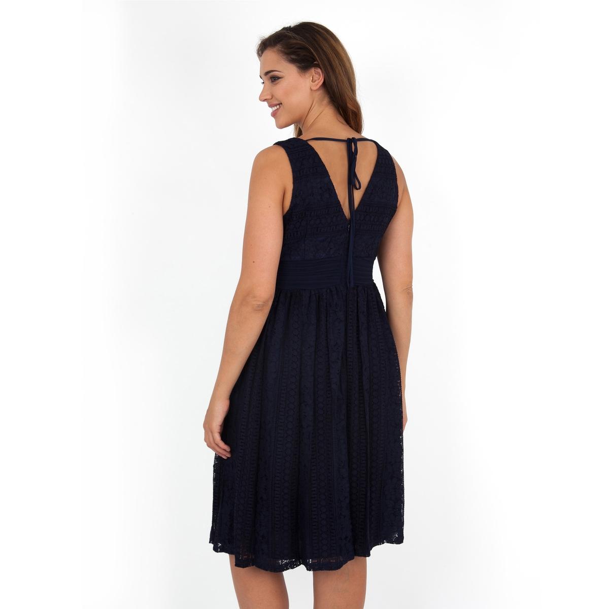 ПлатьеПлатье без рукавов - KOKO BY KOKO. Красивое кружевное платье. Разрез с застежкой сзади. Длина ок.104 см. 100% полиэстера.<br><br>Цвет: темно-синий<br>Размер: 54/56 (FR) - 60/62 (RUS)