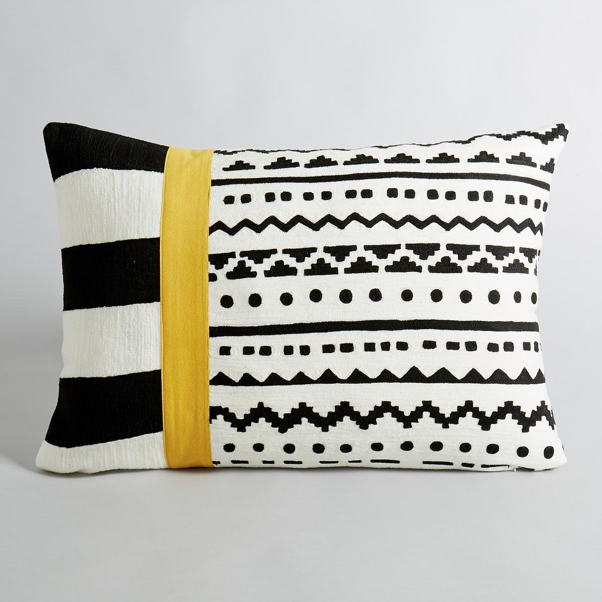 Чехол на подушку AlazieКрасивый графичный рисунок.В чёрном и белом цвете с жёлтой полосой.100 % хлопка. Вышивка по всей верхней поверхности. Скрытая застежка на молнию. Размеры:. 60 x 40 см.<br><br>Цвет: черный/белый/желтый