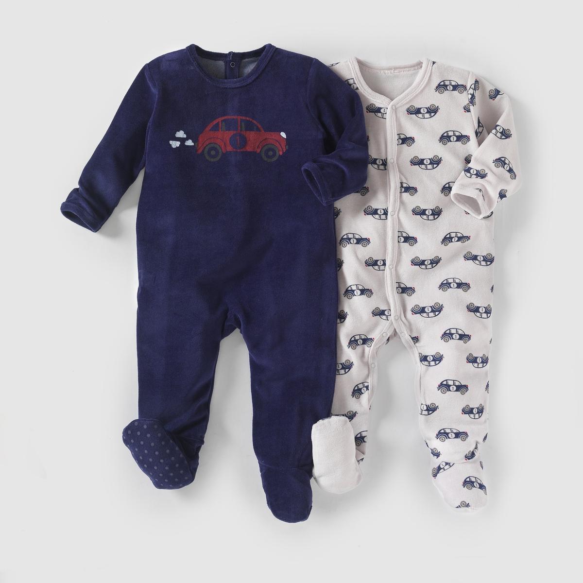 2 пижамы из велюра,  0 месяцев - 3 годаКомплект из 2 велюровых пижам. В комплект входят: 1 пижама с рисунком машина и застежкой на кнопки спереди и по внутр.шву + 1 однотонная пижама с рисунком машина спереди, застежкой на кнопки и клапаном на кнопках сзади. Нескользящая подошва начиная с размера 74 см (12 месяцев), эластичные вставки сзади для лучшей поддержки. Состав и описаниеМатериал: 75% хлопка, 25% полиэстера.Марка:   R mini УходСтирать и гладить с изнанки.Машинная стирка при 30°С в умеренном режиме с одеждой подобных цветов.Машинная сушка в умеренном режиме.Гладить на средней температуре.<br><br>Цвет: белый + темно-синий