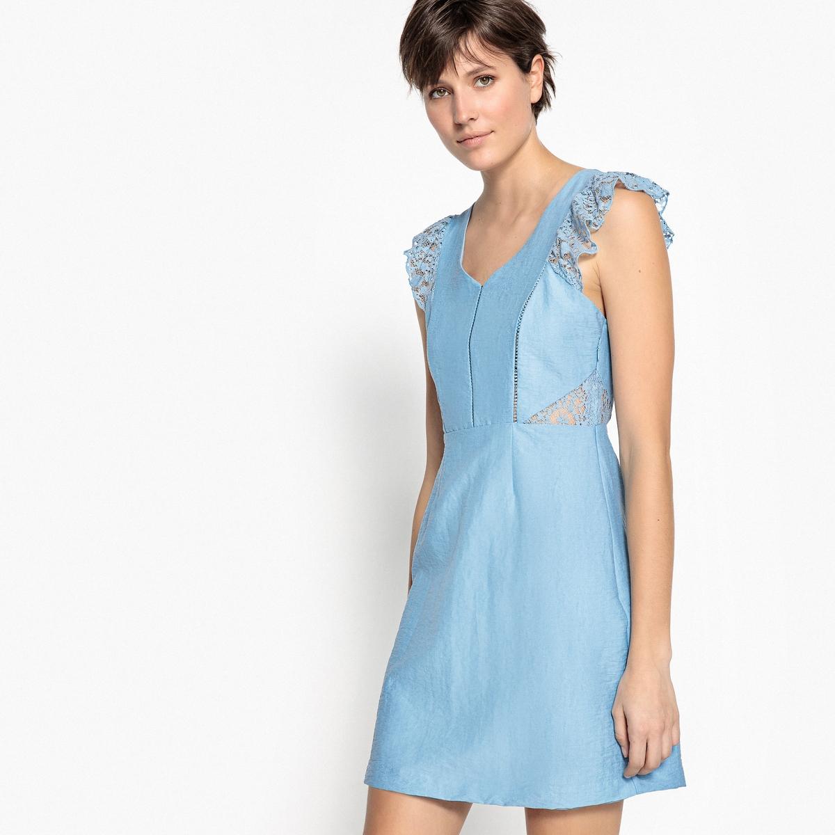 Платье короткое с V-образным вырезом и отделкой кружеовм