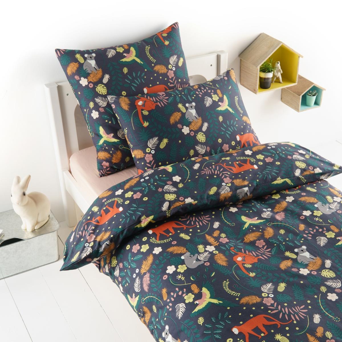 Пододеяльник из стираной перкали, JangalПододеяльник Jangal. Рисунок, изображающий джунгли с очаровательными коалами, хитрыми обезьянами и разноцветными попугаями для красивых снов. Из стираной перкали, 100% хлопок, с очень плотным переплетением нитей (80 нитей/см?), состоит из очень тонких нитей, сделанных из длинных волокон, гарантия качества.Материал : - Стираная перкаль, 100% хлопокОтделка :- Застежка на пуговицы  Уход :- Машинная стирка при 40 °СРазмеры :140 x 200 см : 1-сп.200 х 200 см : 1-2-сп.Знак Oeko-Tex® гарантирует, что товары прошли проверку и были изготовлены без применения вредных для здоровья человека веществ.<br><br>Цвет: набивной рисунок