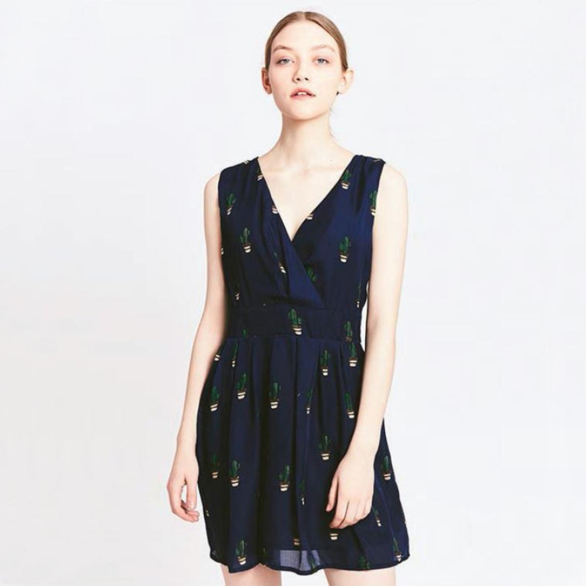 Платье с рисунком кактусМатериал : 100% полиэстер  Длина рукава : без рукавов  Форма воротника : V-образный вырез Покрой платья : расклешенное платье Рисунок : принт   Длина платья : короткое<br><br>Цвет: рисунок темно-синий