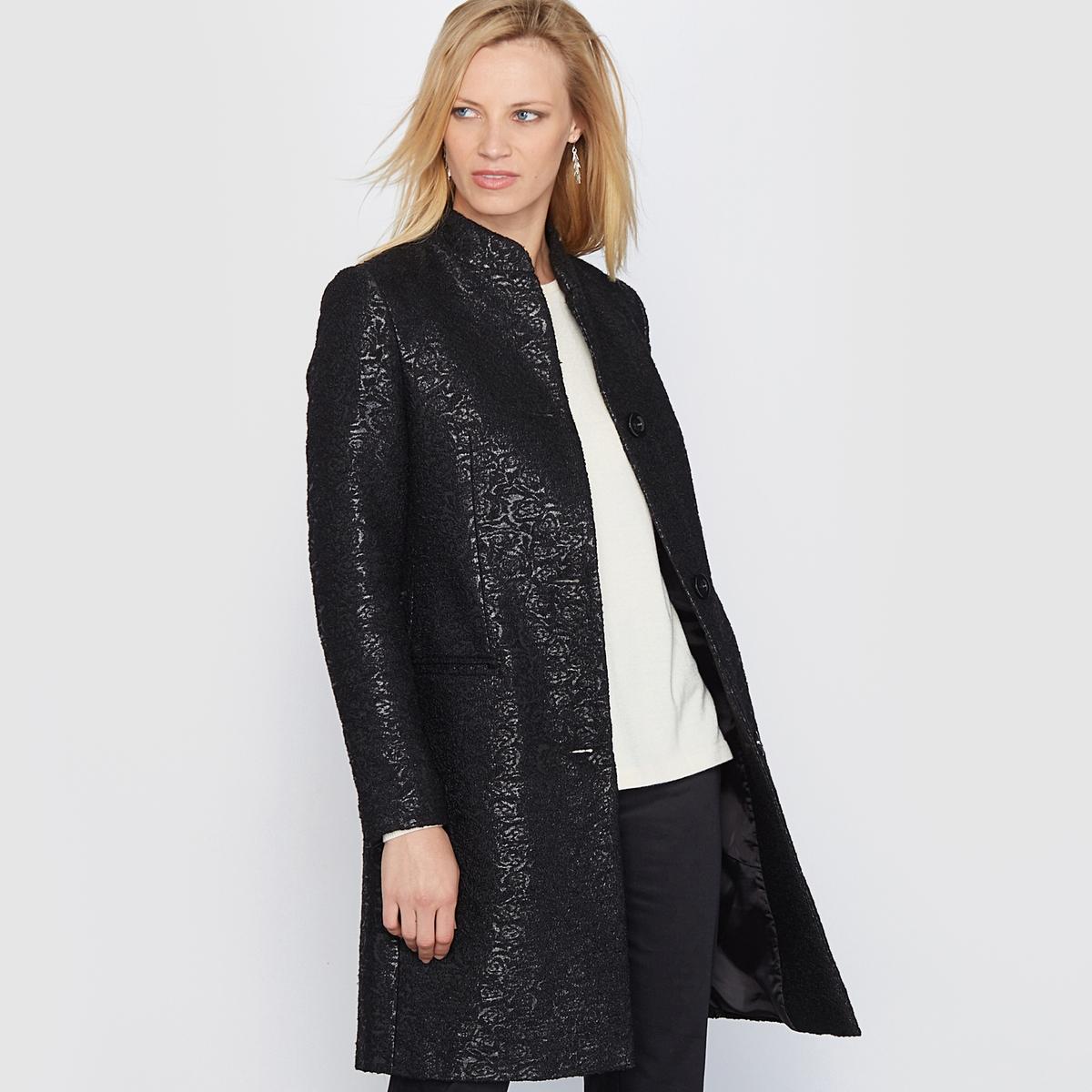 Пальто прямое жаккардовоеПрямое жаккардовое пальто. Красивая жаккардовая вязка. Небольшой воротник-стойка. Красивый прямой покрой. Швы спереди и сзади. Застёжка спереди на 3 пуговицы. 2 передних кармана.                    Состав и описание:          Материал: жаккардовая ткань  44% полиамида, 36% акрила,  20% хлопка.           Подкладка:  100% полиэстер.         Длина: 90 см.          Марка: Anne  Weyburn.               Уход:         - Сухая чистка.         - Гладить при низкой температуре.<br><br>Цвет: черный<br>Размер: 38 (FR) - 44 (RUS)