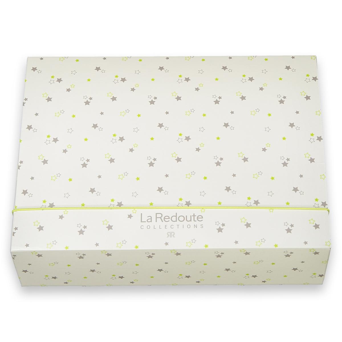 Коробка подарочная для малышейОписание:Отличная подарочная коробка с рисунком звезды на рождение ребенка.Характеристики :  •  Размер : Ш. 36 x В. 10 x Г. 27 см •  Материал : картон •  Застежка : эластичная вставка.Коробка продается в сложенном виде и легко собирается.<br><br>Цвет: белый наб.рисунок<br>Размер: единый размер