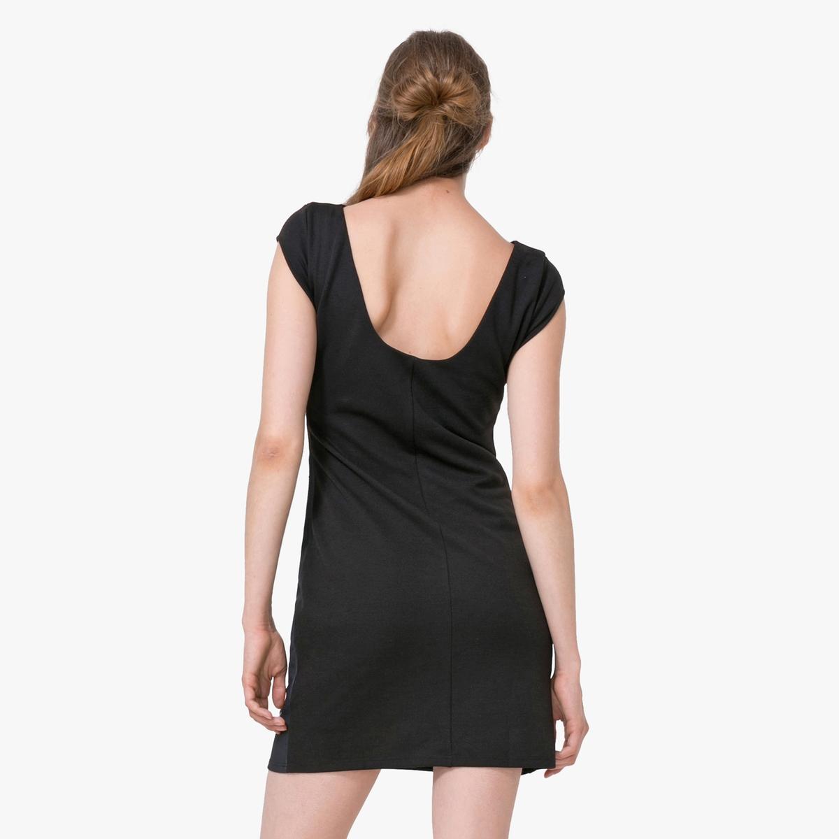Платье с короткими рукавами и цветочным рисункомМатериал : 3% эластана, 97% полиэстера  Длина рукава : короткие рукава  Форма воротника : круглый вырез Покрой платья : платье облегающего покроя Рисунок : цветочный   Длина платья : короткое<br><br>Цвет: черный<br>Размер: M