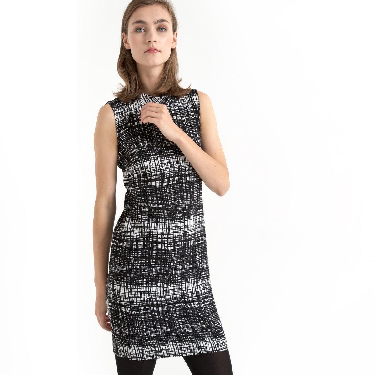 Платье приталенное без рукавовПлатье без рукавов - B.YOUNG . Оригинальное платье с карандашным рисунком в клетку в духе 60-х. Слегка приталенный покрой . Высокий воротник-стойка . Вырез на спине в форме капли с застежкой на пуговицы. 96% полиэстера, 4% эластана .<br><br>Цвет: черный/ белый