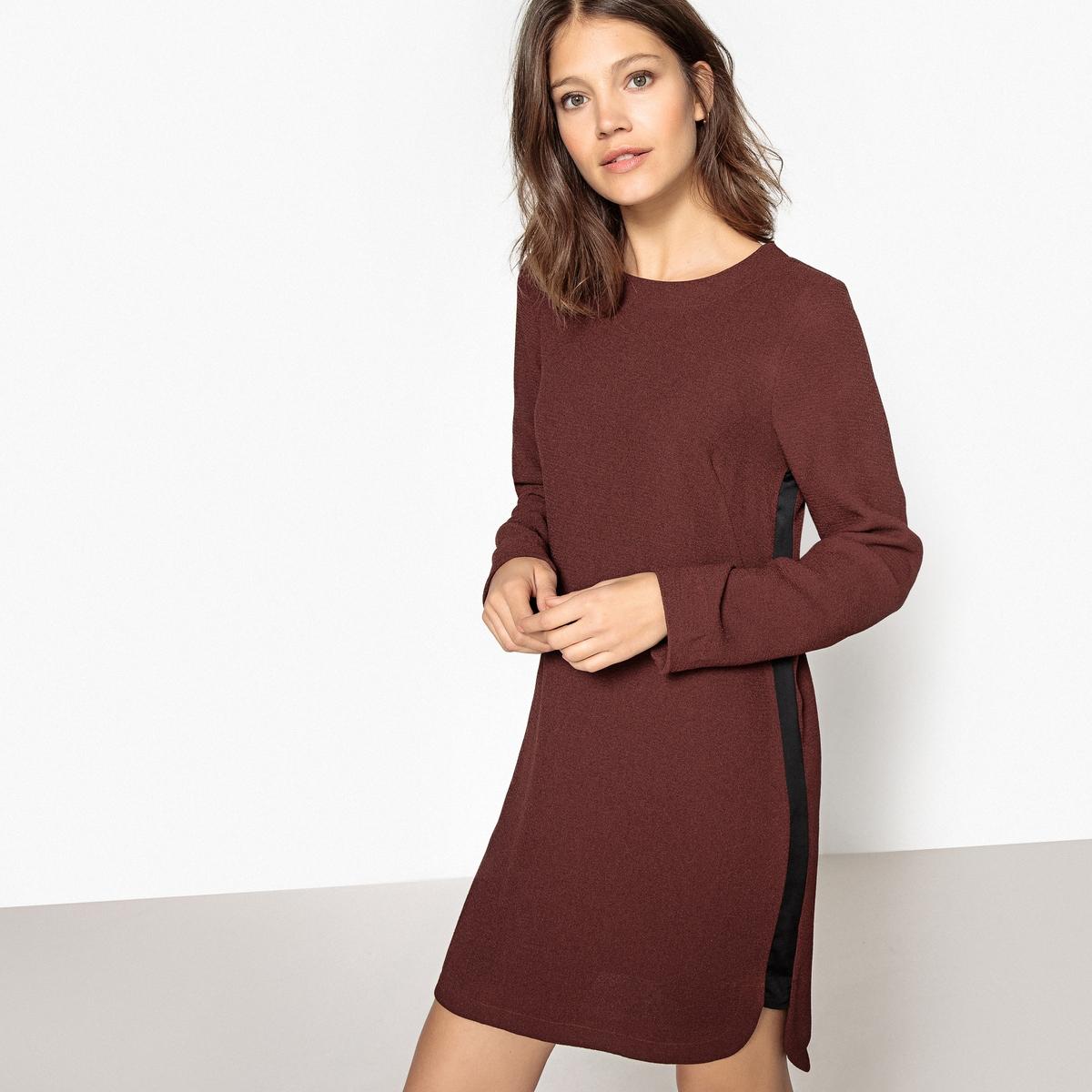 Платье с длинными рукавами и контрастными полосами по бокам