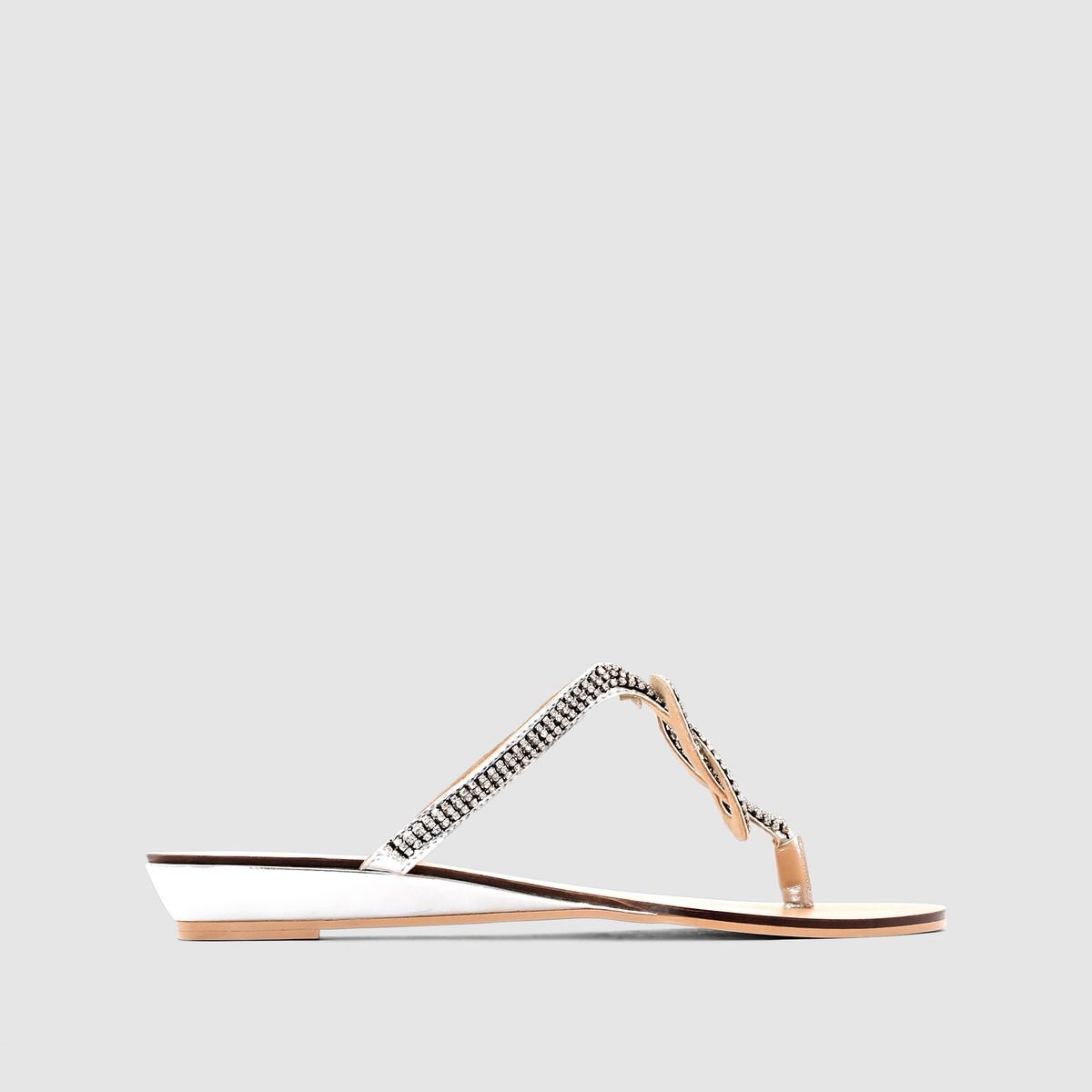Шлепанцы с декором на перемычкеВысота каблука : 2,5 см.<br><br>Цвет: золотистый,серебристый<br>Размер: 40.38.40