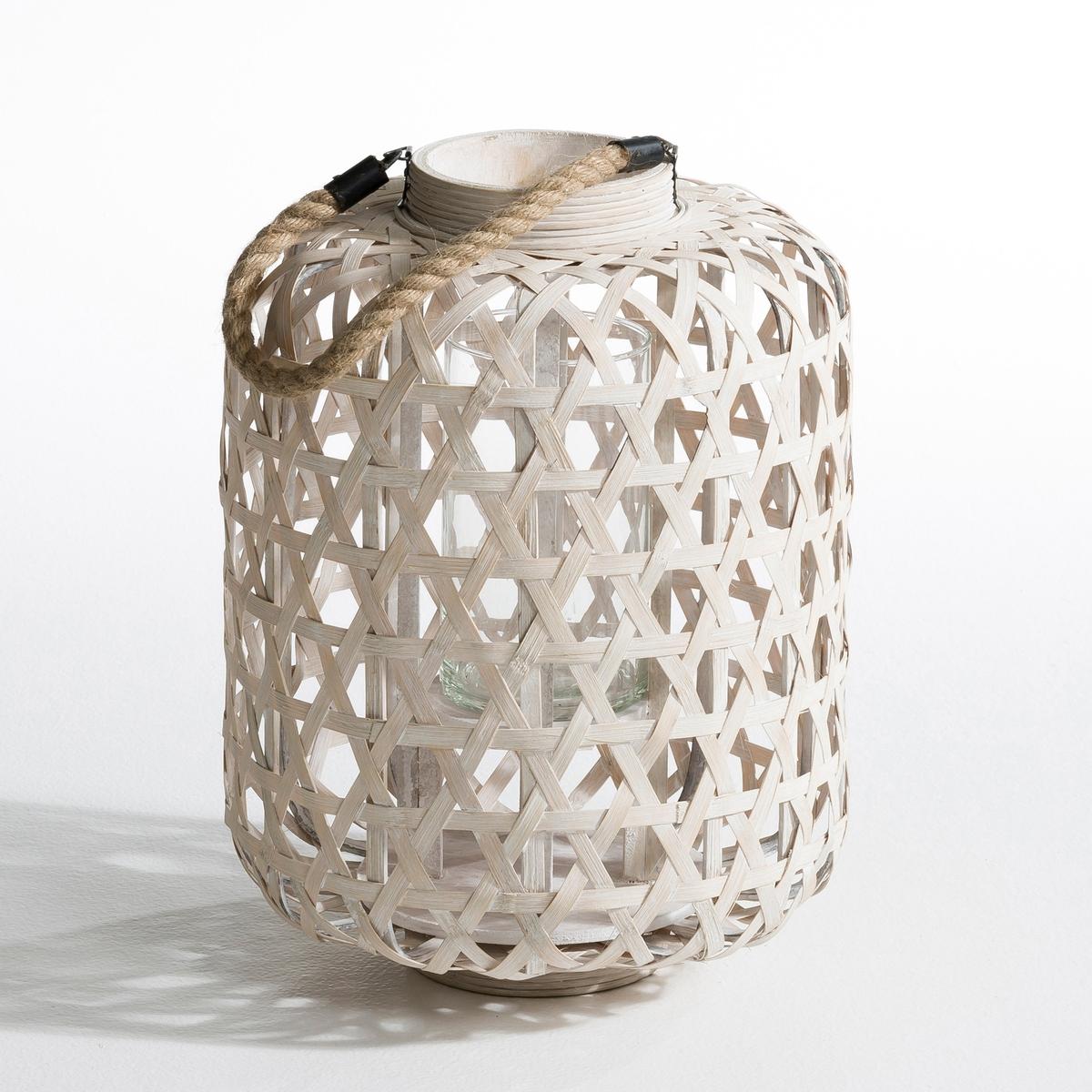 Подсвечник Procida из плетеного бамбукаПодсвечник из плетеного бамбука . Ручка из веревки . Стеклянный сосуд для свечи (?4,5 x Выс. макс..8 см) в комплект не входит . Размер . ?29 x Выс..40 см.  .<br><br>Цвет: серо-бежевый<br>Размер: единый размер