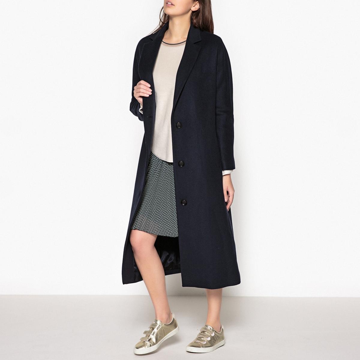 Пальто с рукавами-кимоно PAVONEОписание:Пальто длинное на пуговицах LA BRAND BOUTIQUE COLLECTION - модель PAVONE с рукавами-кимоно. Застежка на 3 пуговицы и зубчатый воротник  .Детали •  Длина  : удлиненная модель •   V-образный вырез • Застежка на пуговицыСостав и уход •  70% шерсти, 10% кашемира, 20% полиамида •  Следуйте советам по уходу, указанным на этикетке •  Рекомендуется заказывать на размер меньше Вашего обычного размера.<br><br>Цвет: темно-синий