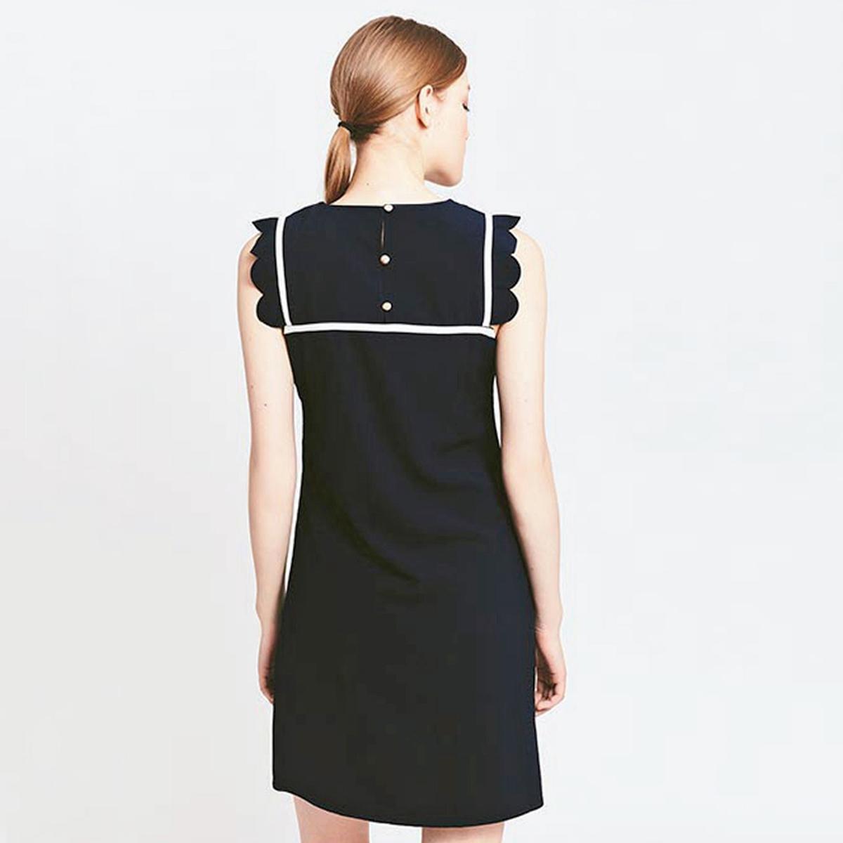 Платье прямое средней длины, однотонное, без рукавовОписаниеДетали •  Форма : прямая •  Длина до колен •  Без рукавов    •  Круглый вырез Состав и уход •  100% полиэстер •  Следуйте рекомендациям по уходу, указанным на этикетке изделия<br><br>Цвет: темно-синий<br>Размер: M
