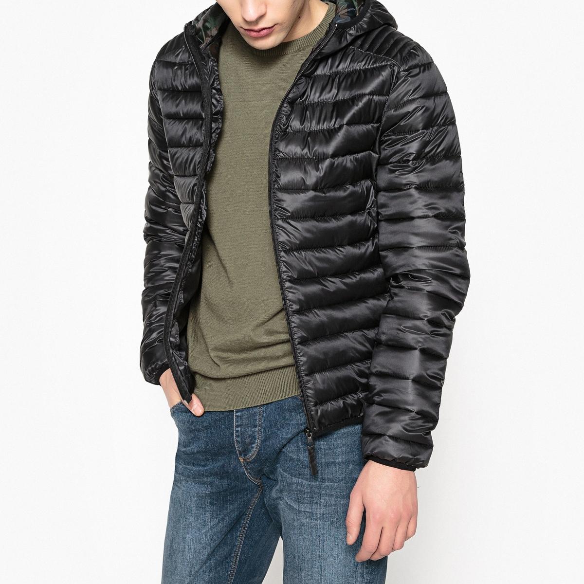 Куртка стеганая с капюшоном на подкладке с камуфляжным рисунком